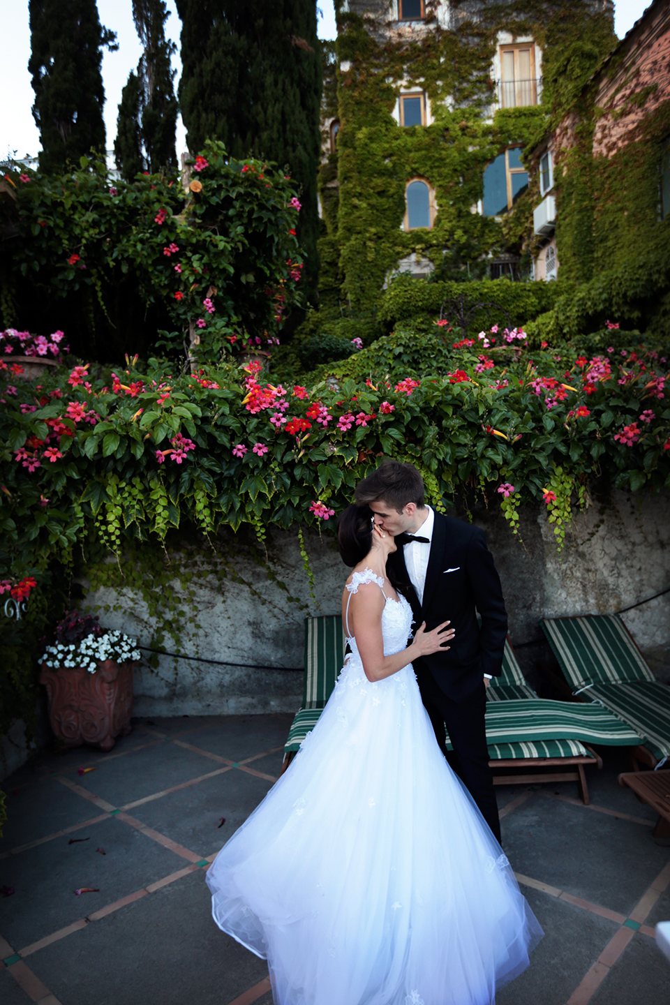 positano-weddin-photographers-italy-wedding-photographers-destination-wedding-photographers-estilo-best-wedding-photographers-in-the-world-casper-bosman-wedding-gown-wedding-style-stylish-modern-wedding-photography-057.jpg