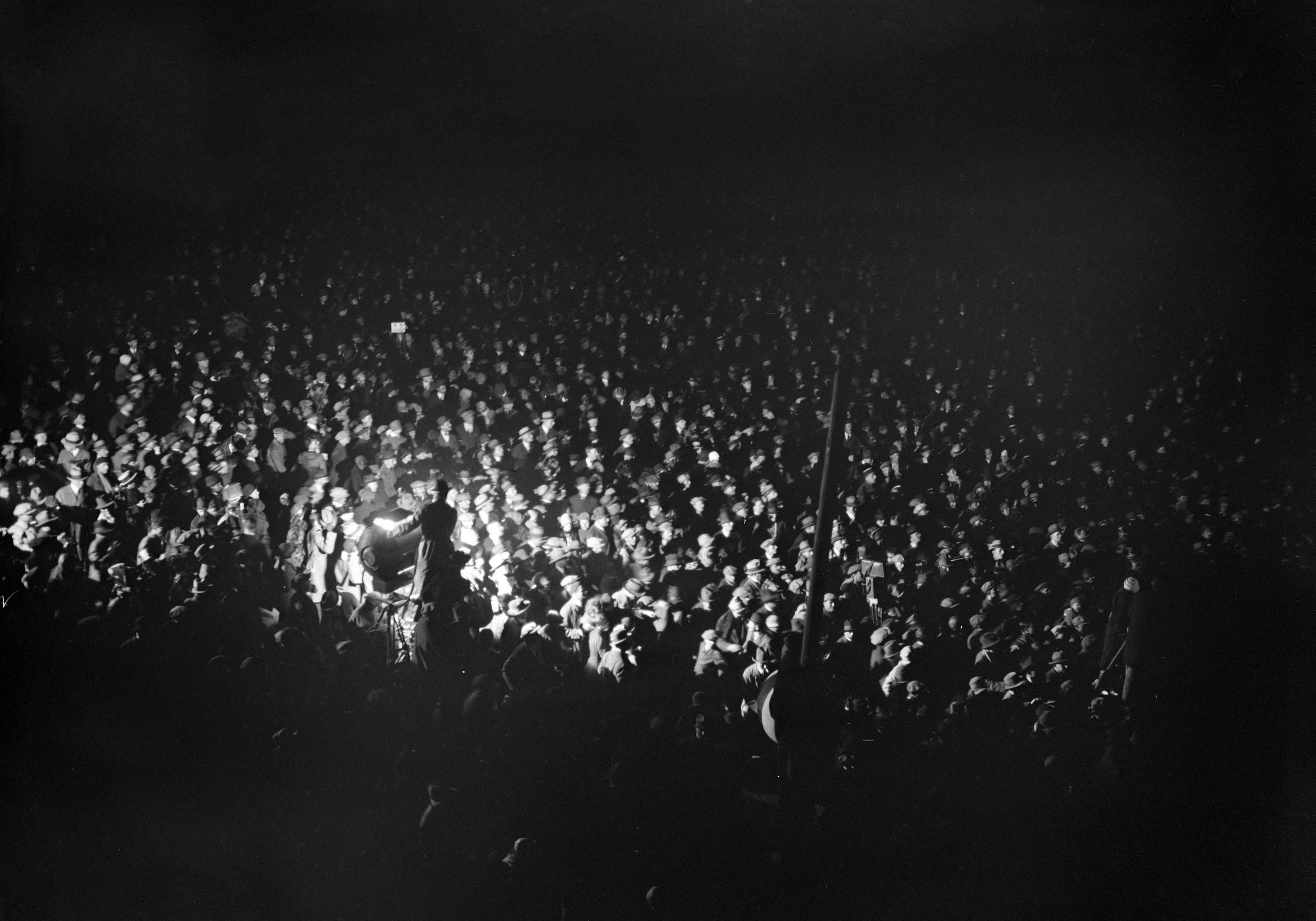 """Thérèse Bonney, """"Arrivée au Bourget de Charles Lindbergh après sa traversée de l'Atlantique,"""" 21 May 1927 (Bibliothèque Historique de la Ville de Paris)."""