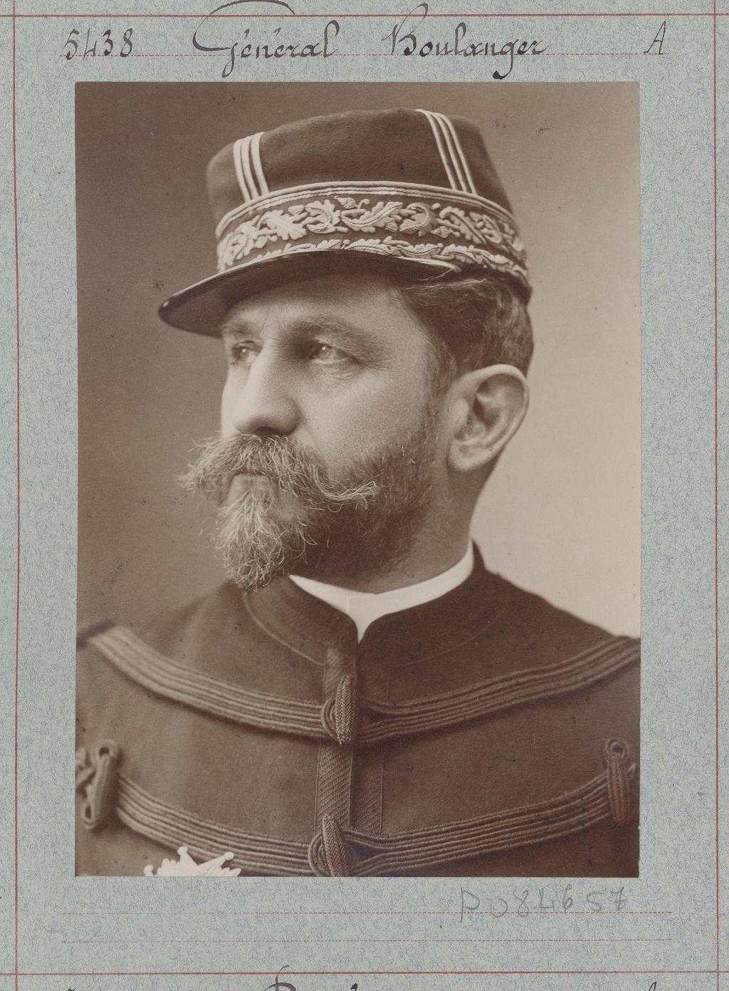 Général Boulanger , foto por Nadar, circa 1875-1895 (Gallica, BNF).