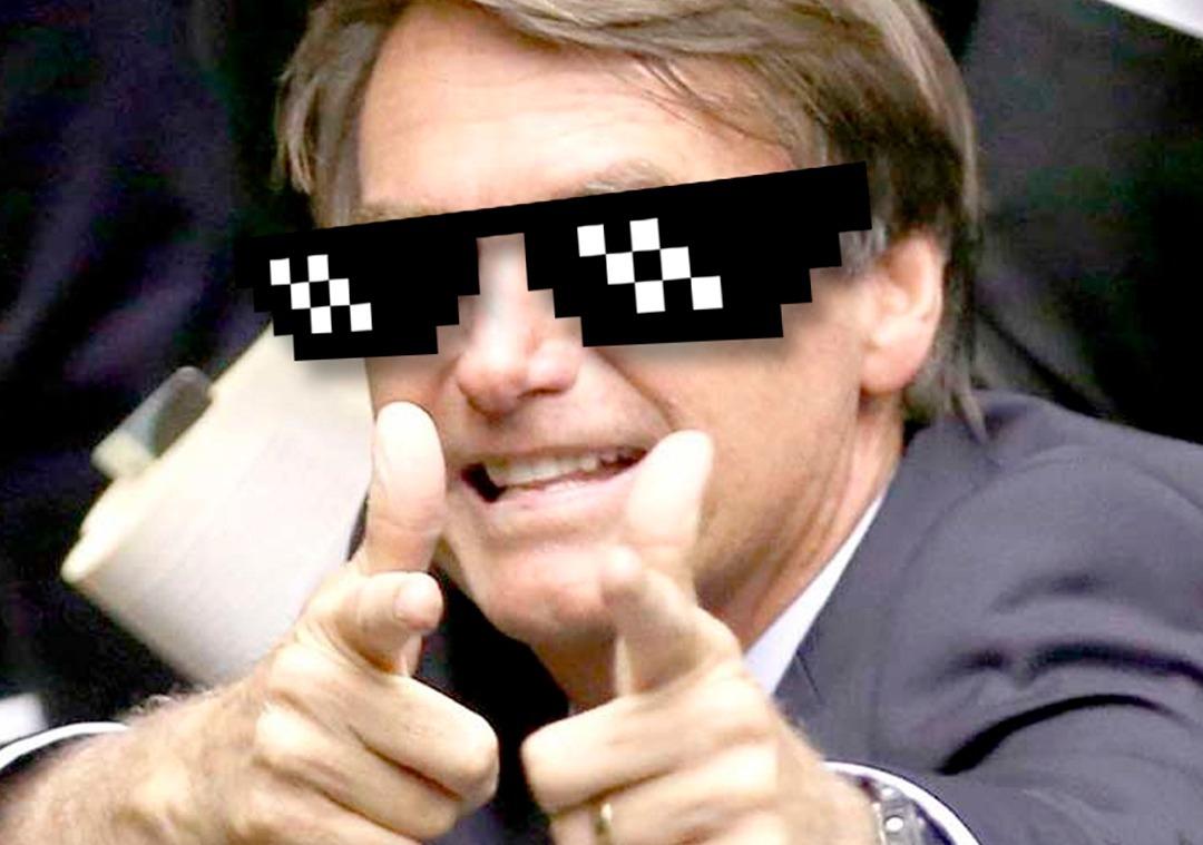 """Um dos  memes  mais conhecidos do Bolsonaro (o """"Bolsonaro zuero""""). Imagens como essas circularam em volumes imensos pelas mídias sociais e ajudaram a construir o mito do """"Mito."""" Uma nova revolução mídiatica e uma nova fase no populismo."""