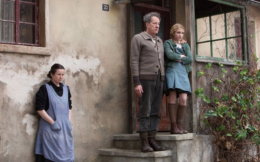 Emily Watson, Geoffrey Rush and Sophie Nelisse in  The Book Thief