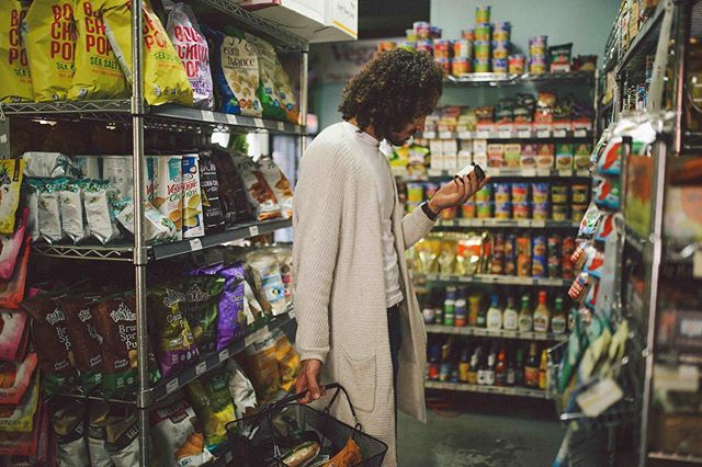 ✨Flashback✨ ⠀⠀ Shopping inside one of the most divine vegan markets. @veganhavenseattle ⠀⠀ ⠀⠀ Every city we travel to we always run into the same question, how are we going to feed ourselves? Are we going to cook or dine in? Studies show the healthiest way for humans to feed themselves is actually cooking their meals themselves, so we usually try to opt for this route.⠀⠀ ⠀⠀ Luckily, it's a breeze finding markets that are local and vegan, making intentionally shopping even easier, especially with the help of apps like @happycow. Whole markets filled with delicious vegan cheese, Jamaican jerky, and all the plant-based goodness you could ask for. Enter: Vegan Haven. One of our Seattle faves and a popular vegan market for the compassionate soul. We highly recommend.⠀⠀ ⠀⠀ Do you seek out plant-based/vegan markets when traveling? Let us know below!⠀⠀ ⠀⠀ @blkminimalists ⠀⠀ #31daysofblackminimalism #consciouslyconsume #sustainableshopping #animallover⠀⠀ #travel #travelblogger #vegan #theroadlesstraveled #wanderlust #nomadness #blackmen #traveladdict #veganlife #exploremore #slowtravel #wanderlust #mindfulliving #boho #passionpassport #letsgosomewhere #fbf #seekthesimplicity #veganmarket #menstyle #seattle #crueltyfree #plantbased #westcoastbestcoast  #shopping #organic