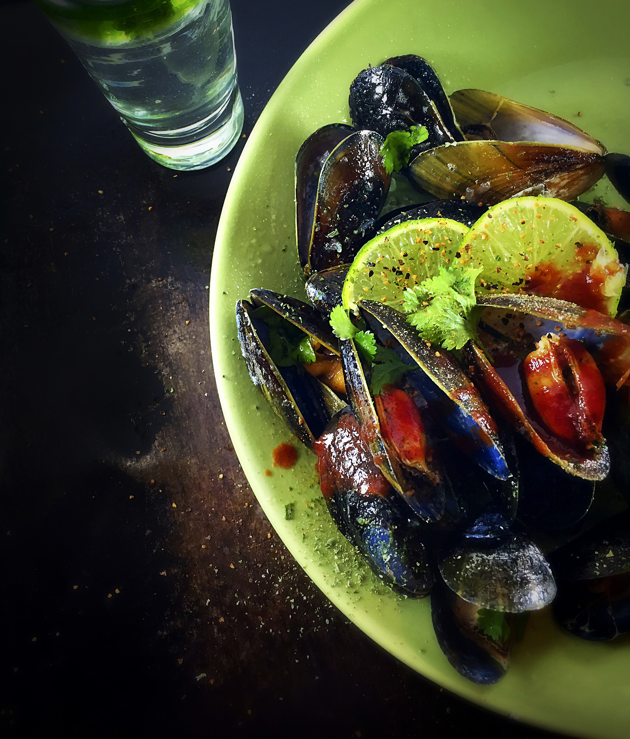 Spicy Garlic & Cilantro Mussels