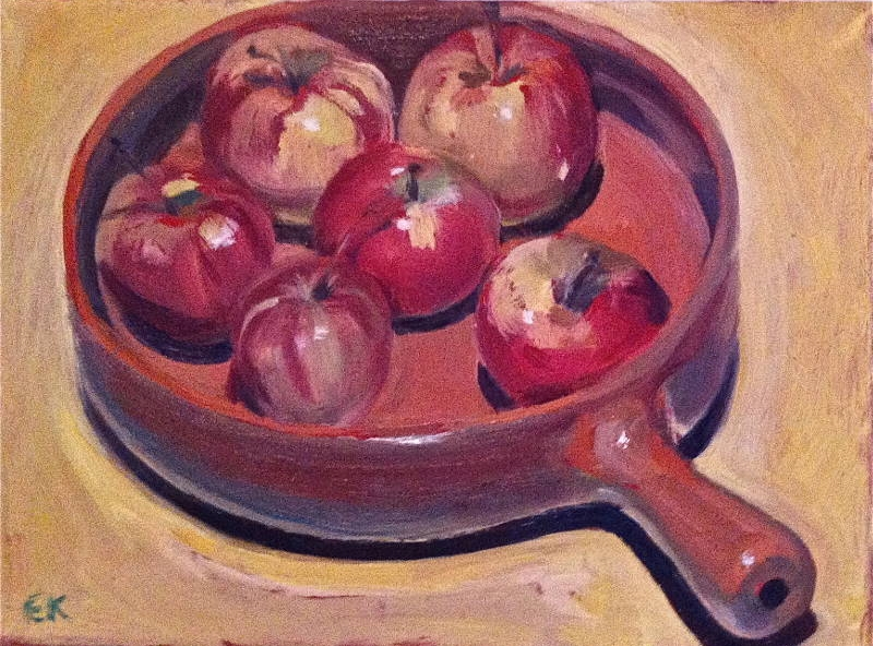 Ripe apples in a brown dish