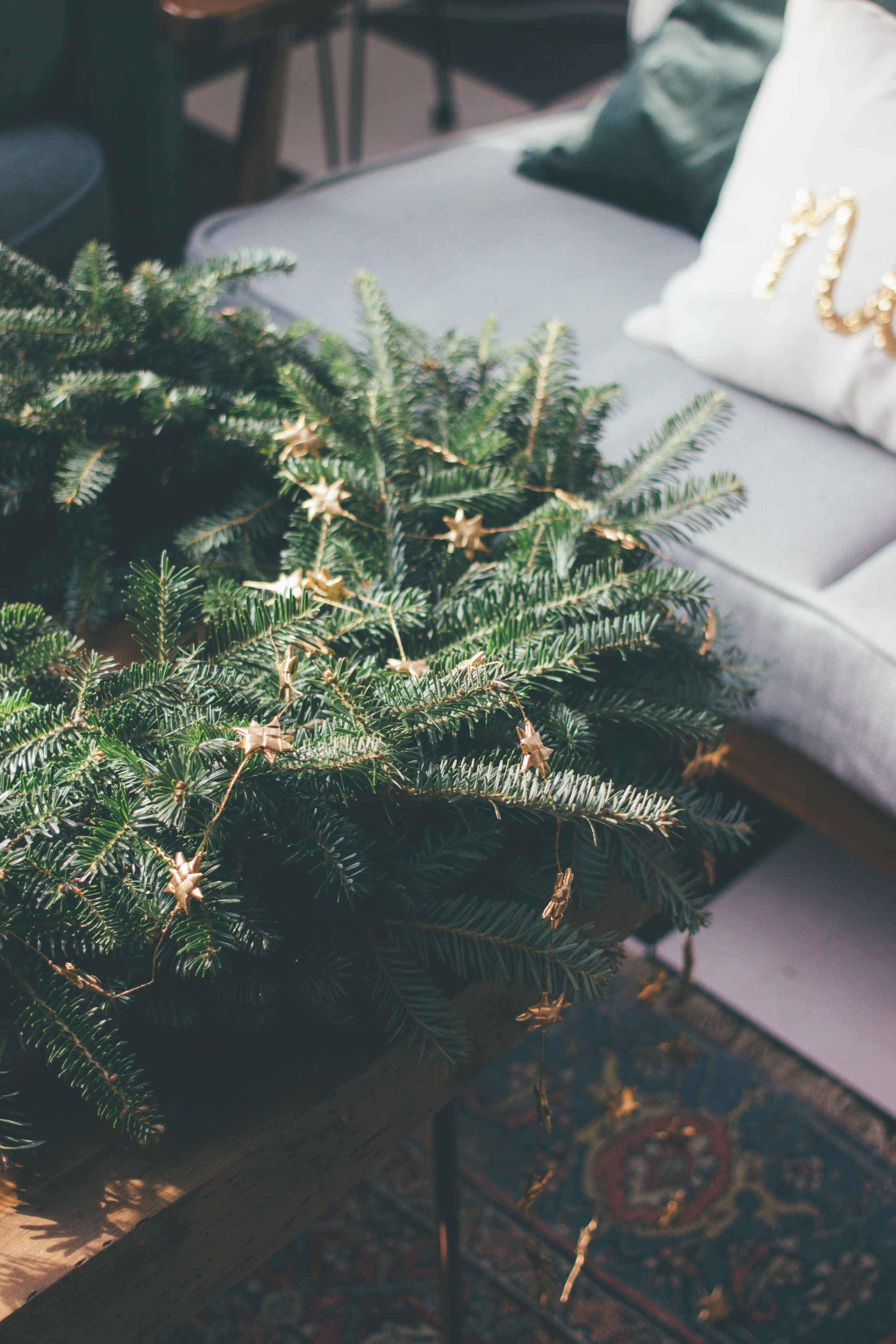 5 Ways To Decorate Sustainably & Ethically For The Holidays - The Well Essentials - #ethicalholiday #sustainableholiday #sustainabledecor #ecofriendly #christmas #happyholidays