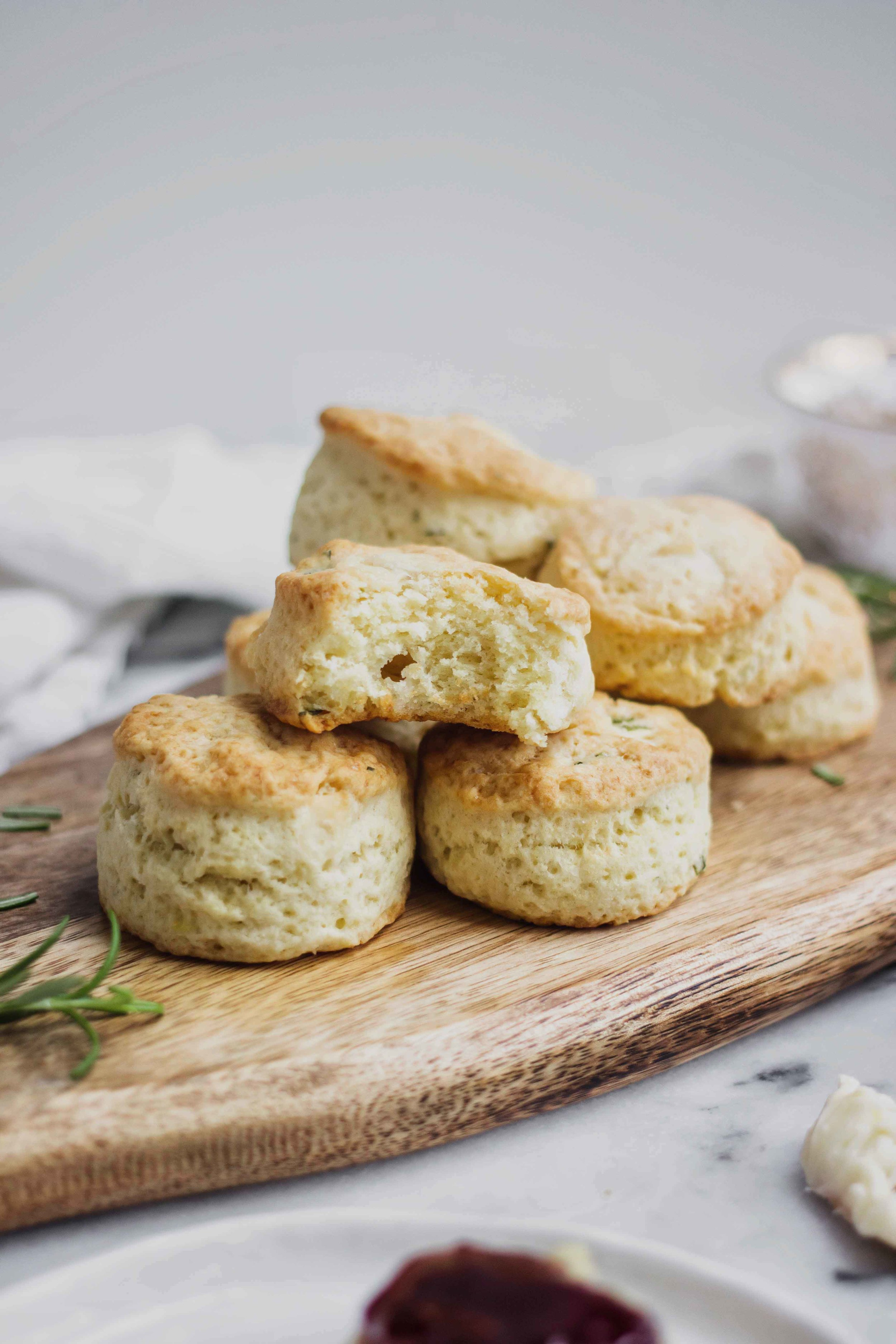 British Cheddar And Rosemary Scones - The Well Essentials #breakfast #scones