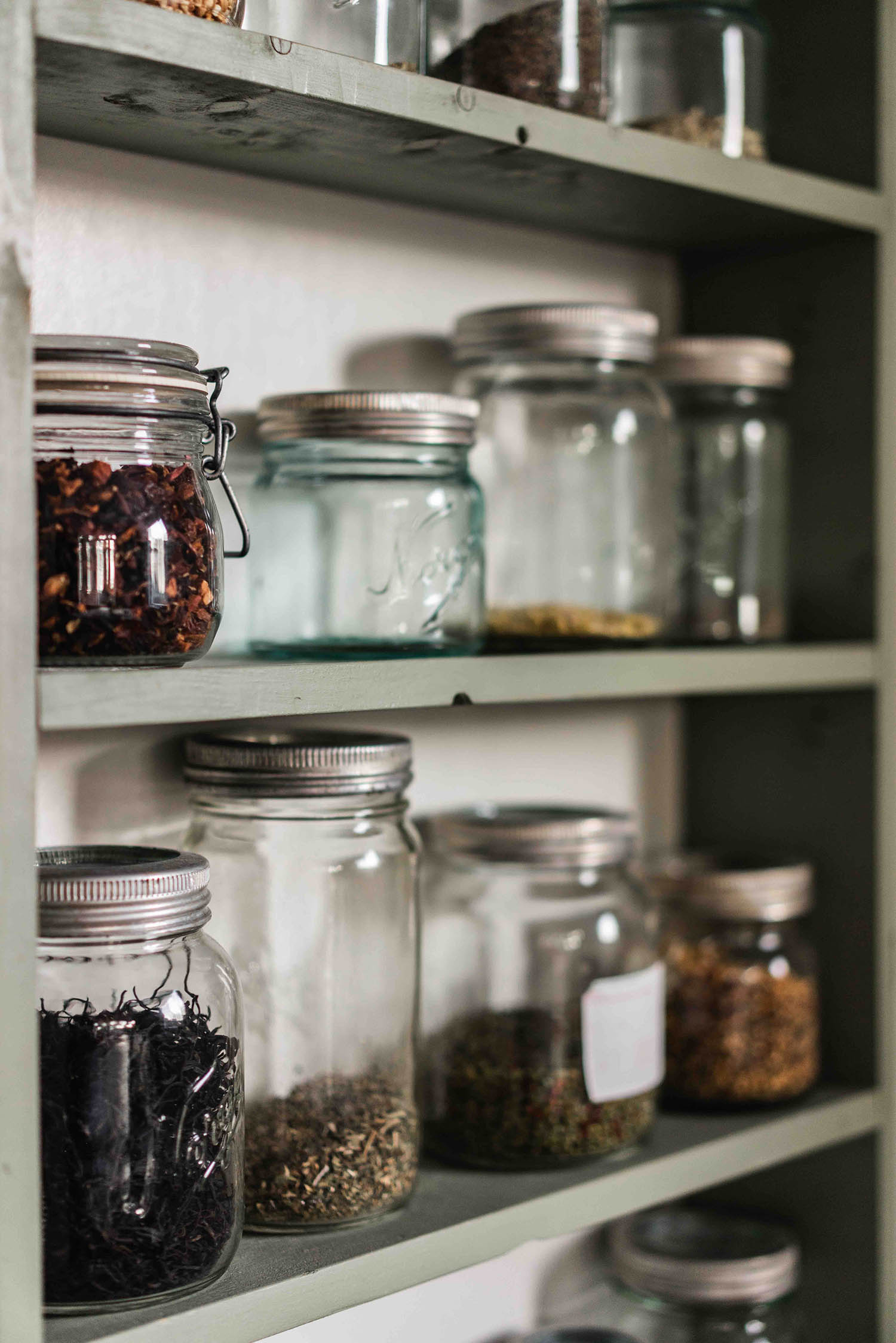 Home Herbal Apothecary: Buying Bulk Spices & Herbs Locally Vs. Online