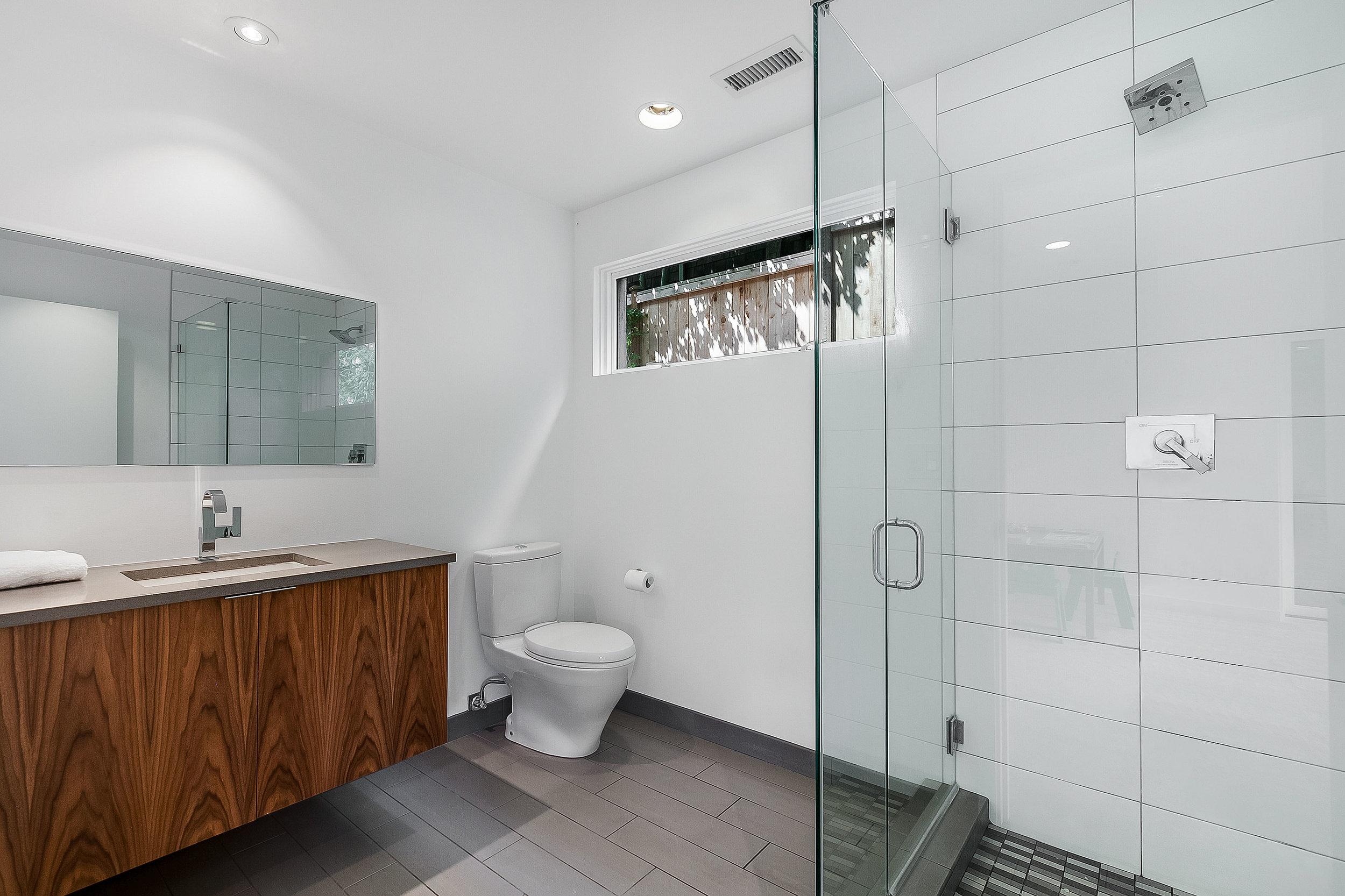 modern_bathroom_new_white_tile_architect_architecture_design_skie