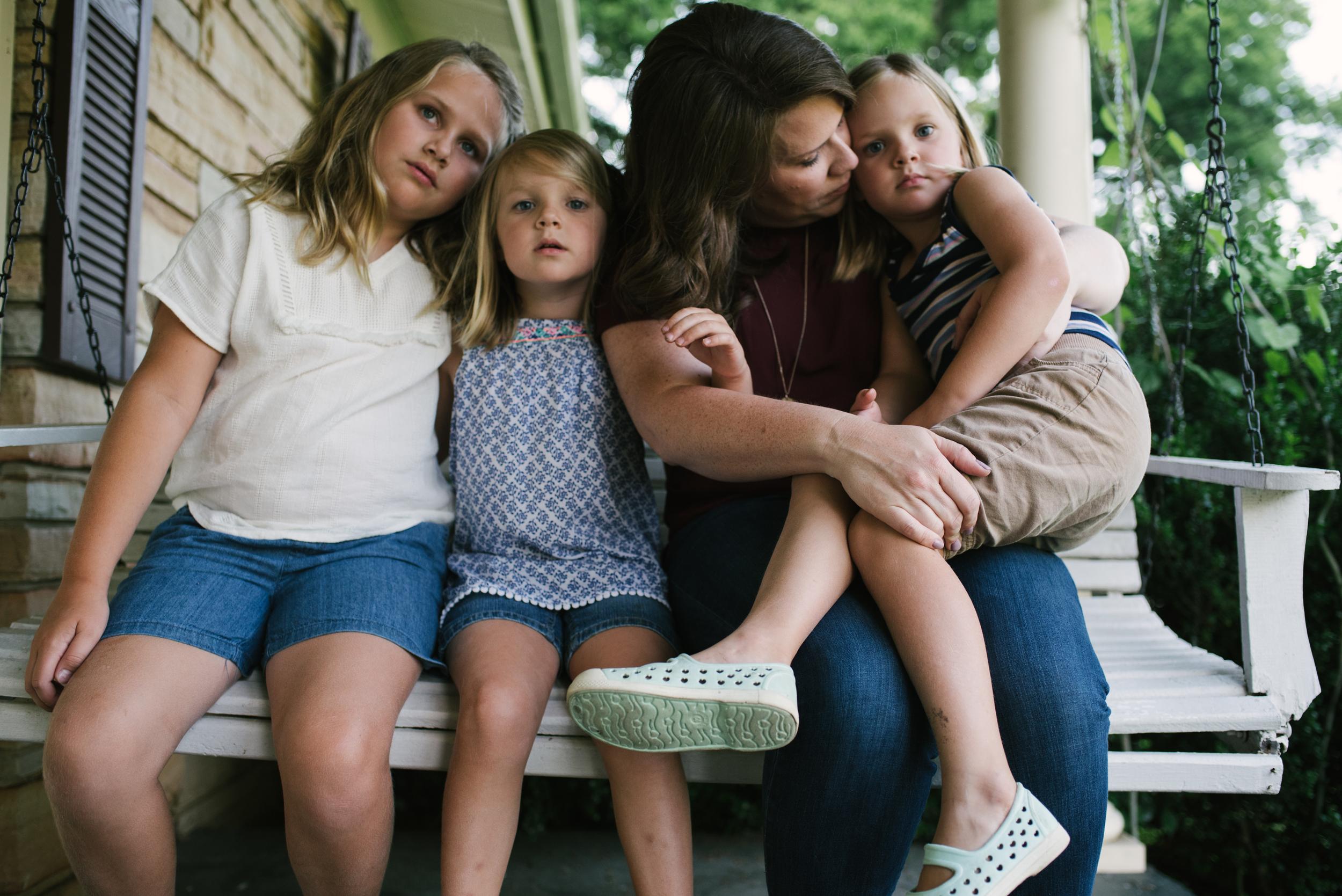 Mae Burke Motherhood Photographer Family Session at Home in Alabama-7.JPG