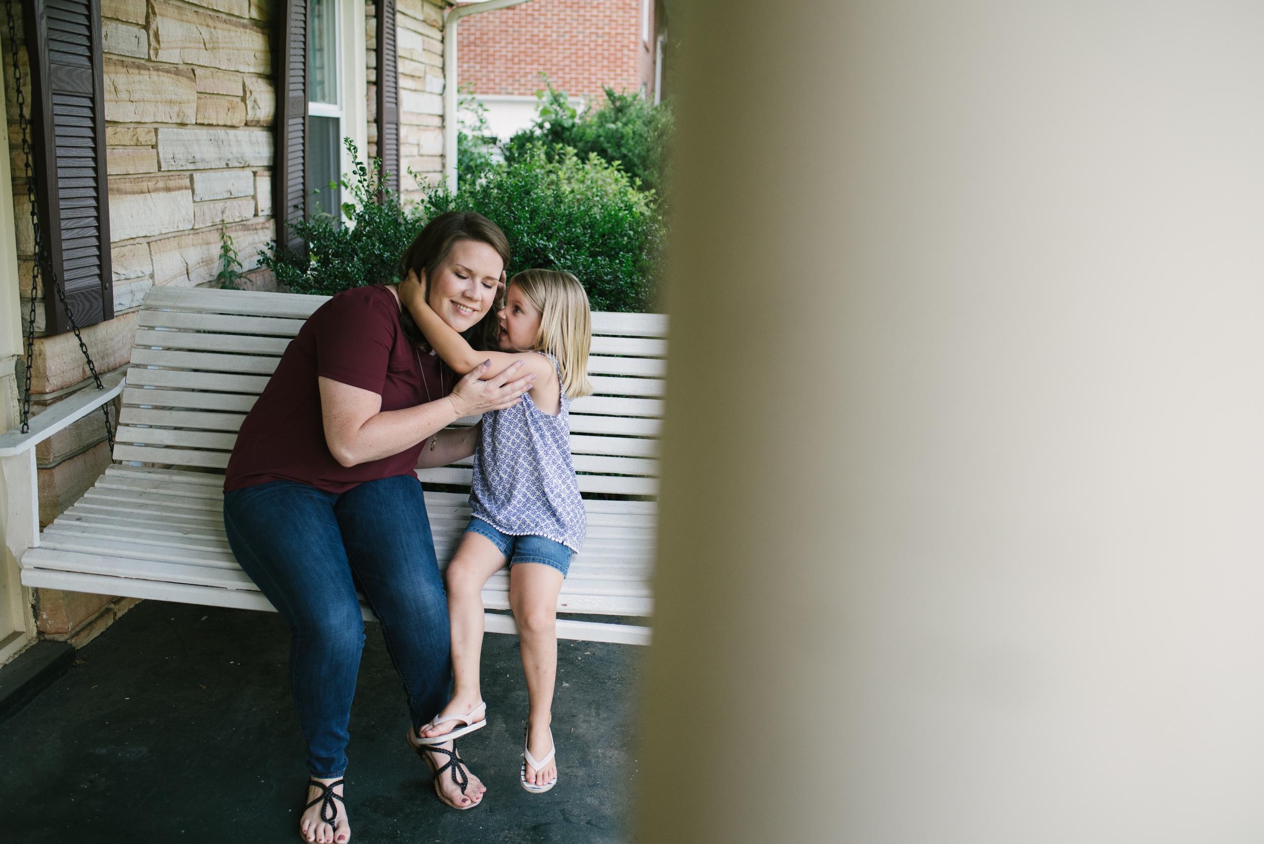 Mae Burke Motherhood Photographer Family Session at Home in Alabama-12.JPG