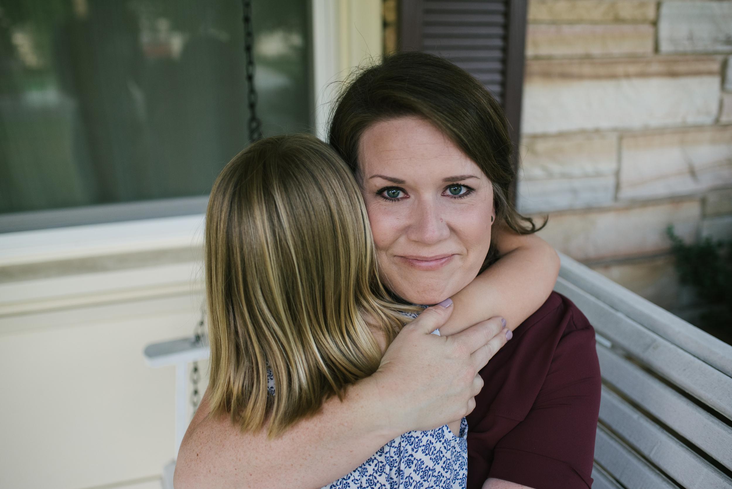 Mae Burke Motherhood Photographer Family Session at Home in Alabama-14.JPG