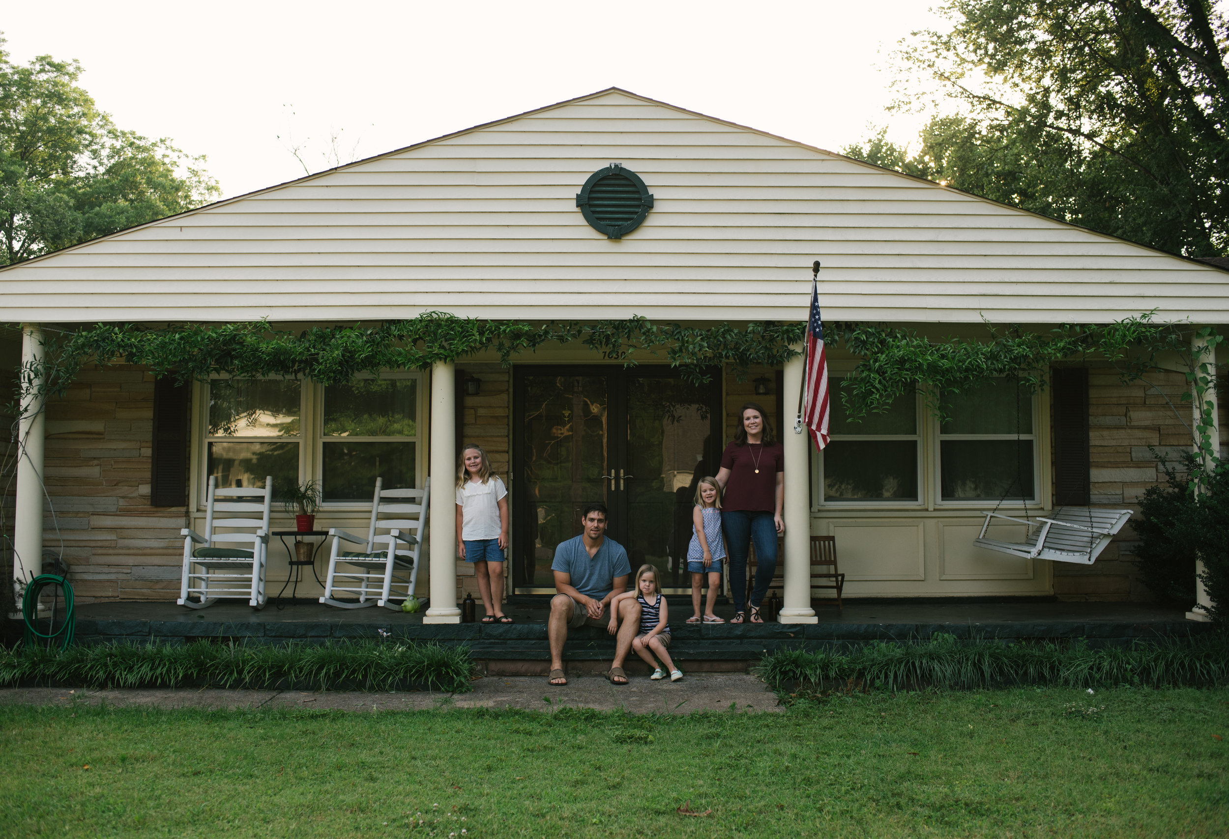 Mae Burke Motherhood Photographer Family Session at Home in Alabama-18.JPG