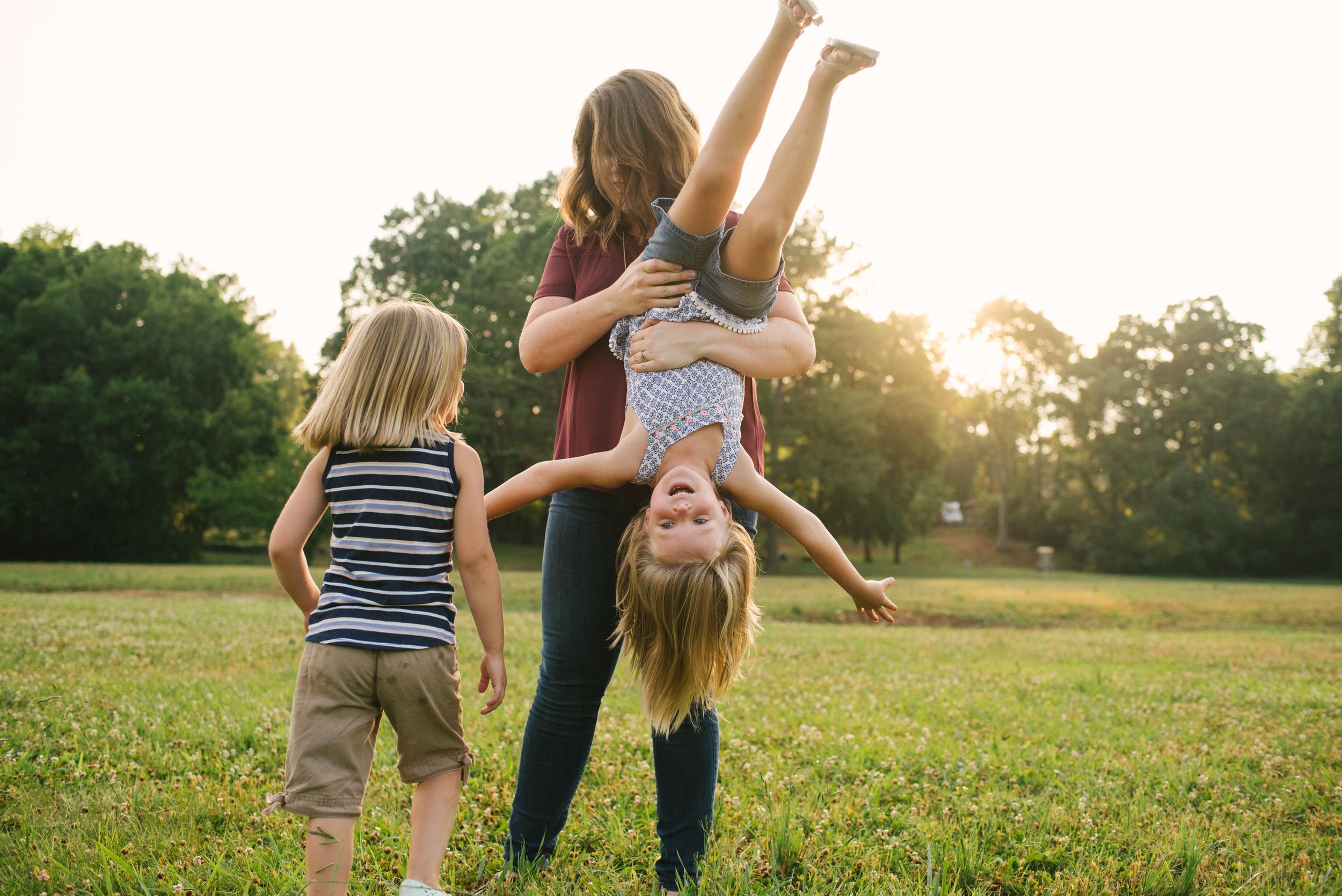 Mae Burke Motherhood Photographer Family Session at Home in Alabama-29.JPG
