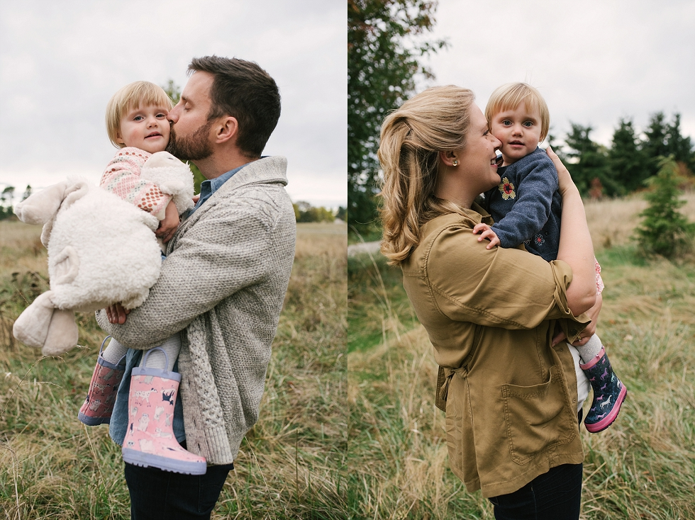 Mae Burke Fall Seattle Family Session Twins at Discovery Park-12.JPG