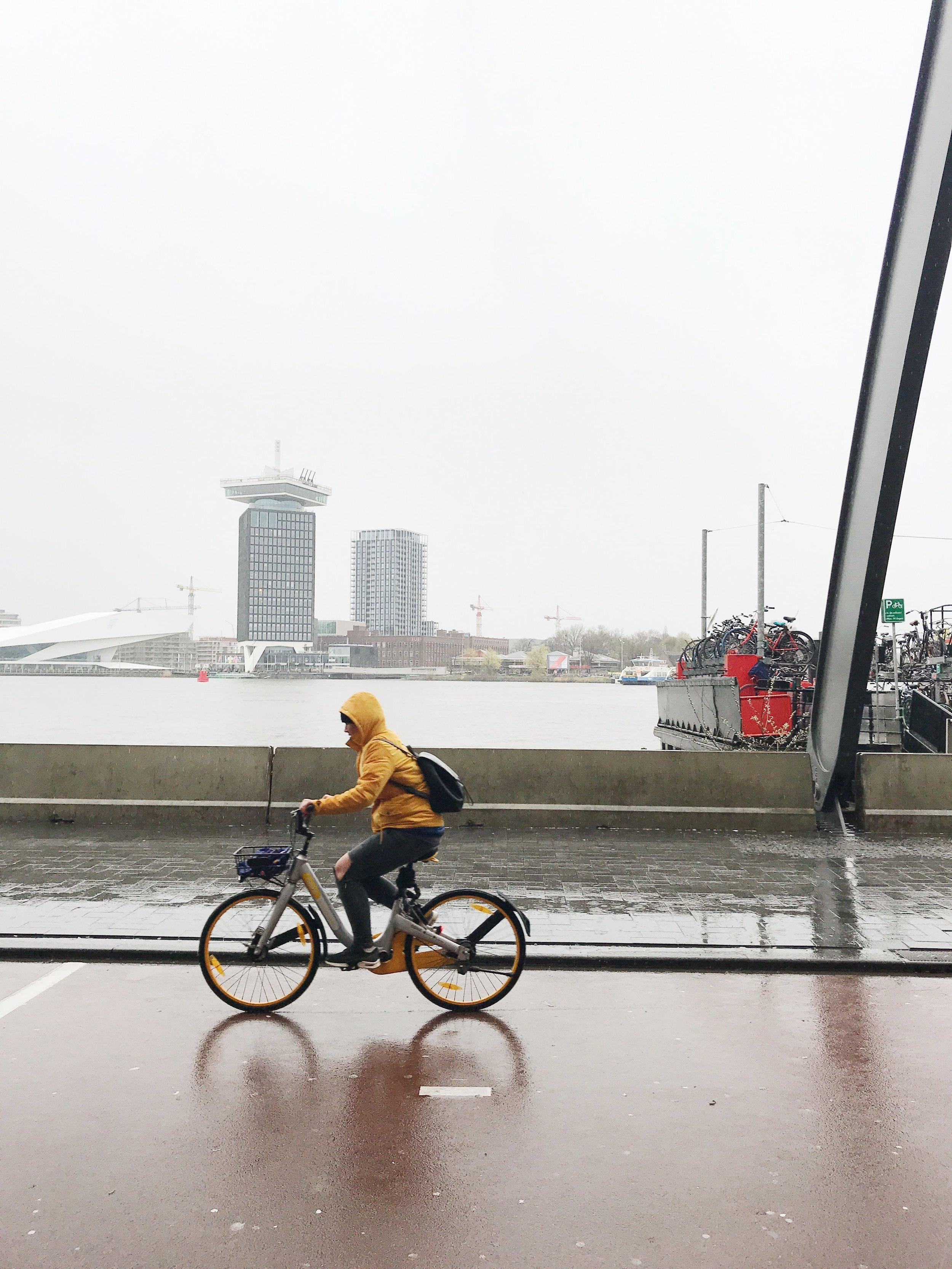 rain-coats-amsterdam-centraal