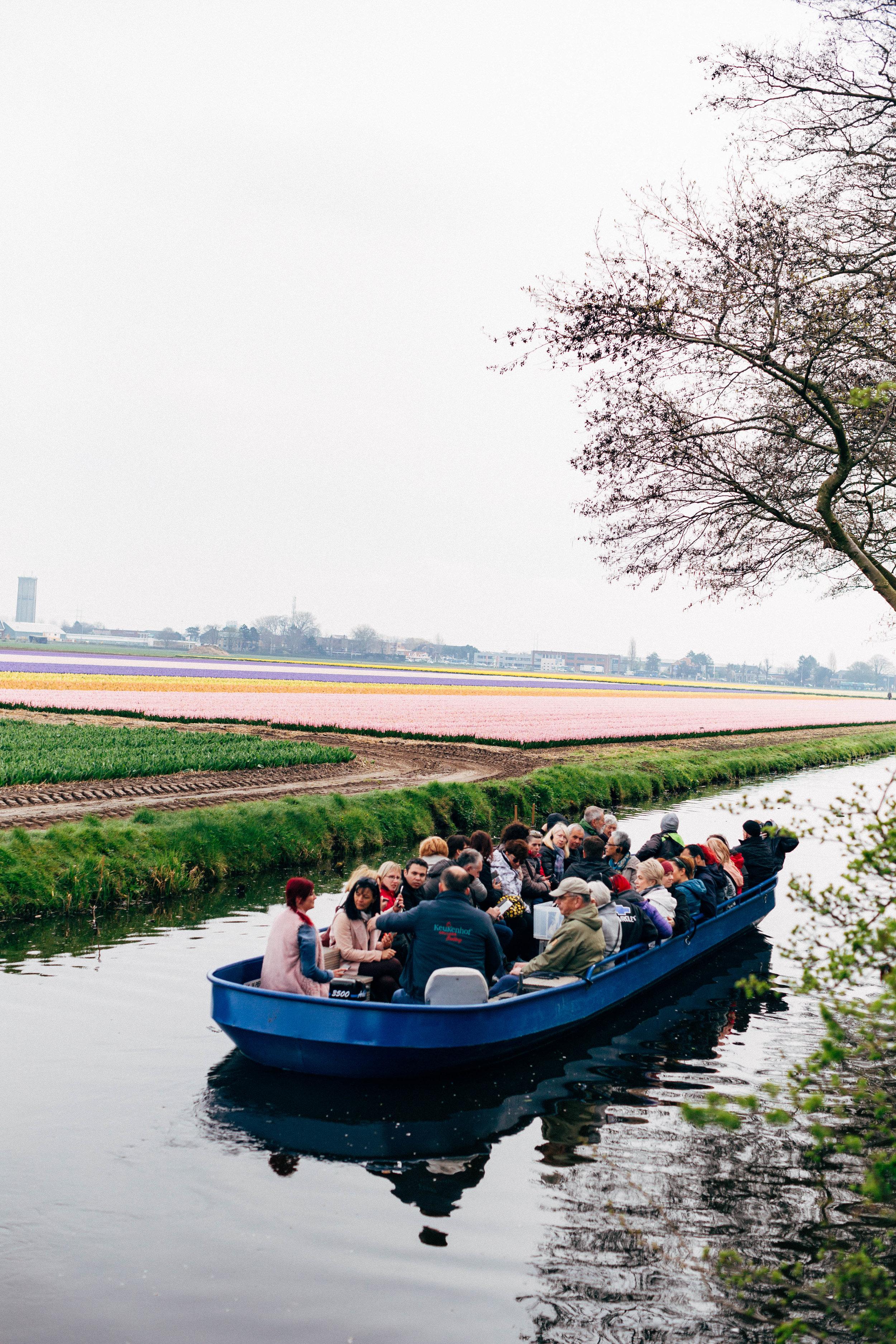 people-canal-boat-keukenhof