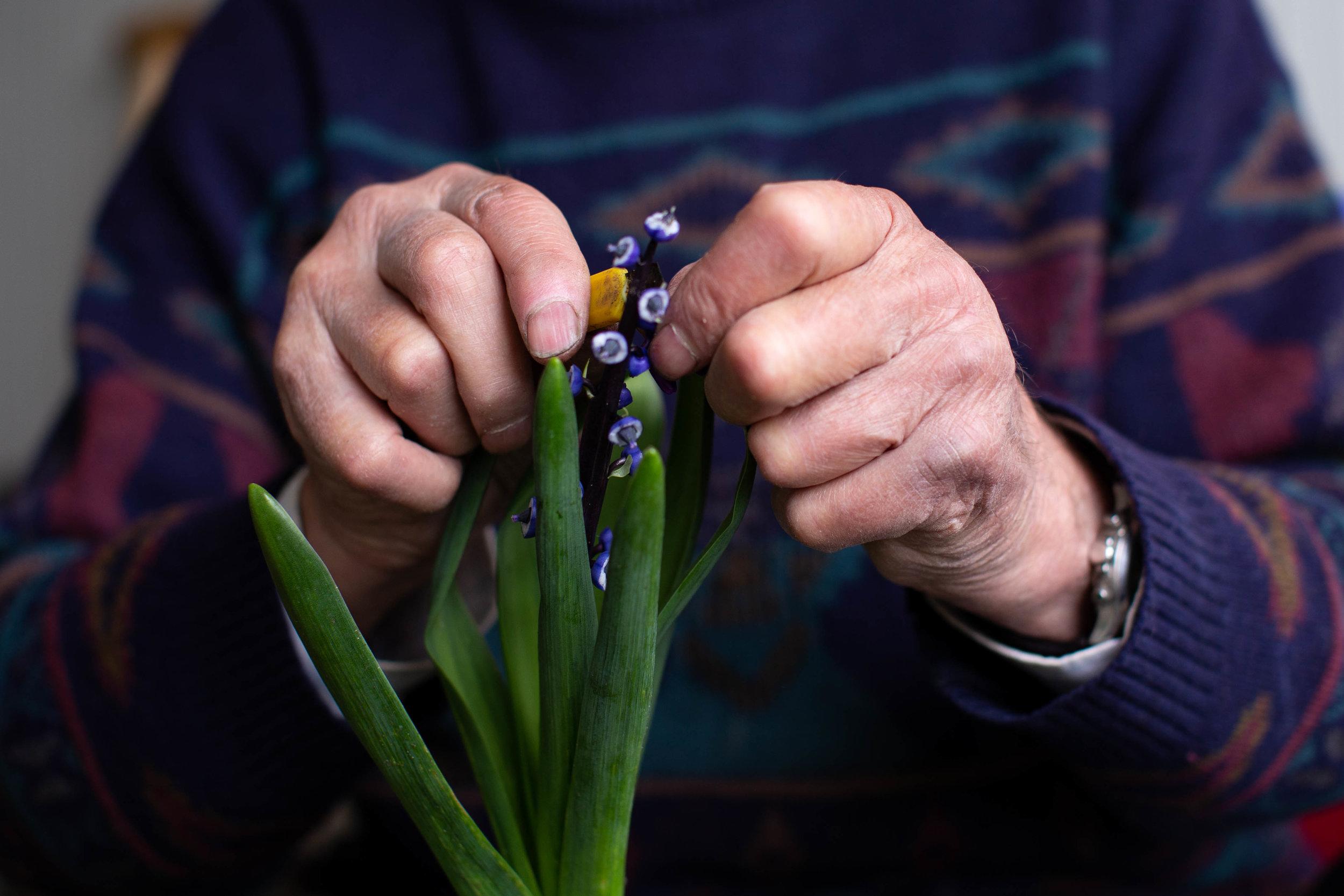 flower-farmer-pollinating