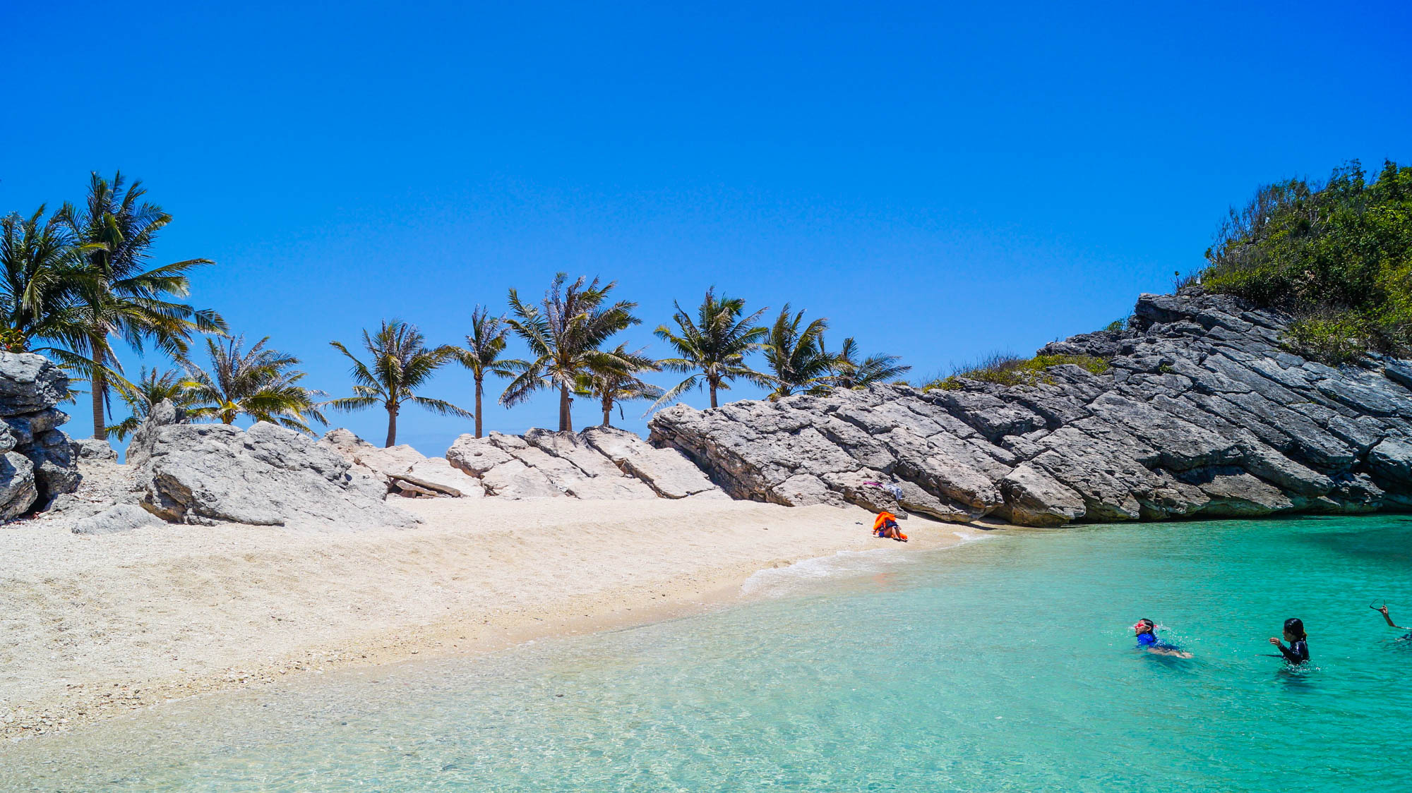 Philippines, Islas De Gigantes - Snorkelling on Antonia Island - illumelation