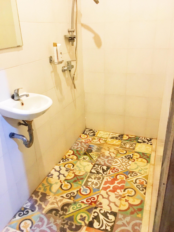 1.宿舍浴室和淋浴间。无法从这些瓷砖中走出来。