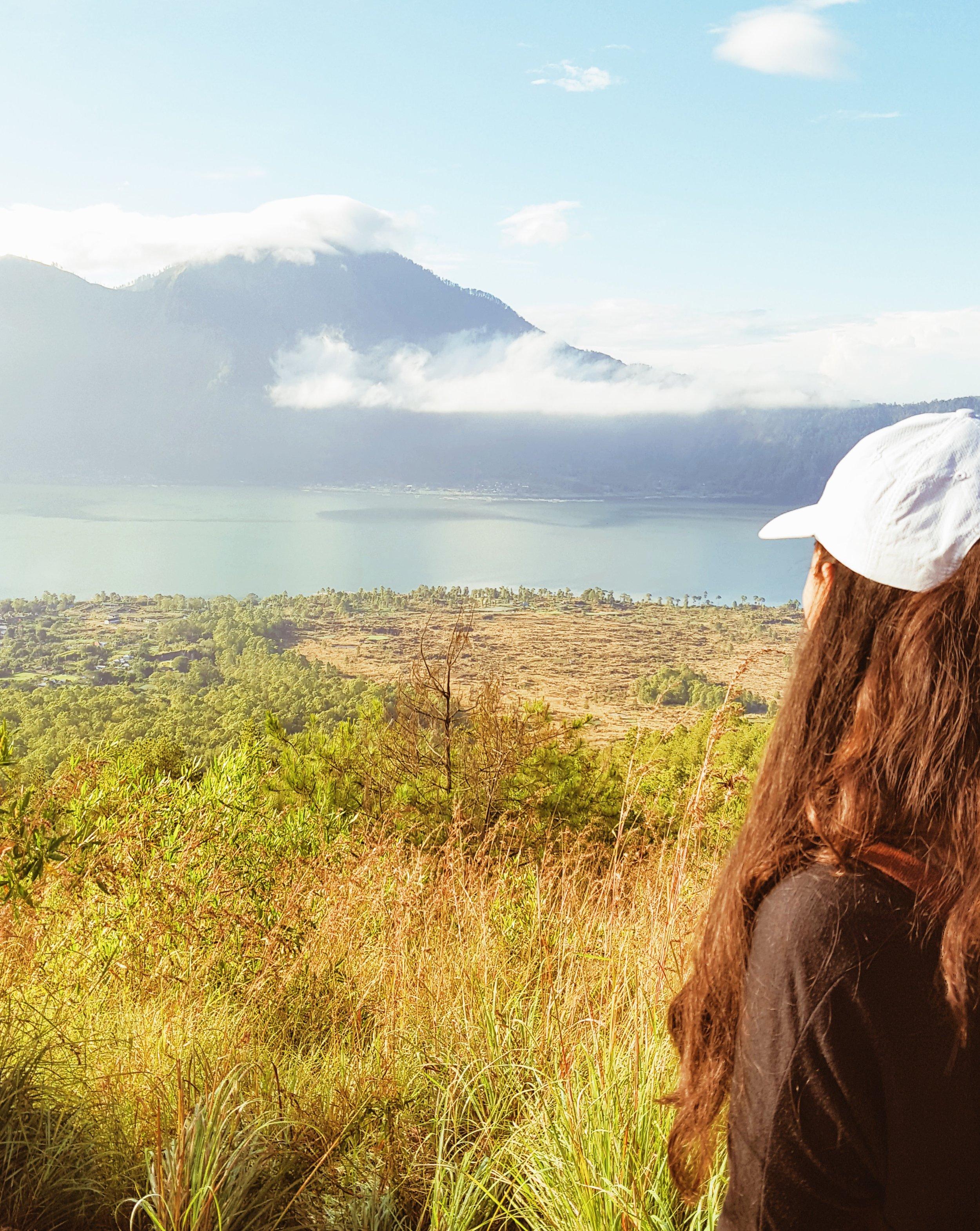 Mel在Kintamani Lake,Batur Sunrise Mike,Bali,Lillumelatiobeplay3体育官方下载n.com