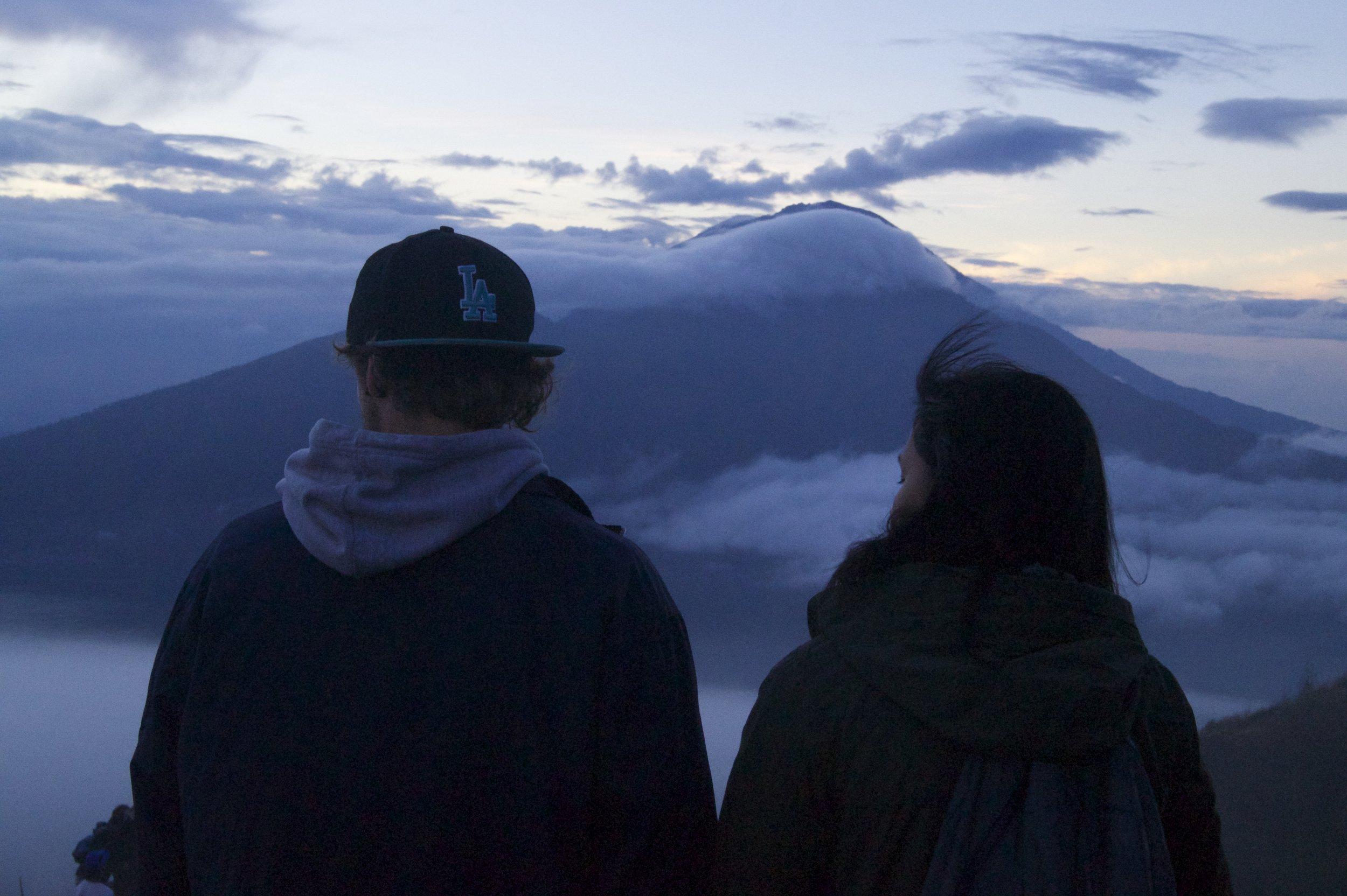 汤姆和哈尼山Batur Sunrise徒步旅行,巴厘岛,illumelation.combeplay3体育官方下载