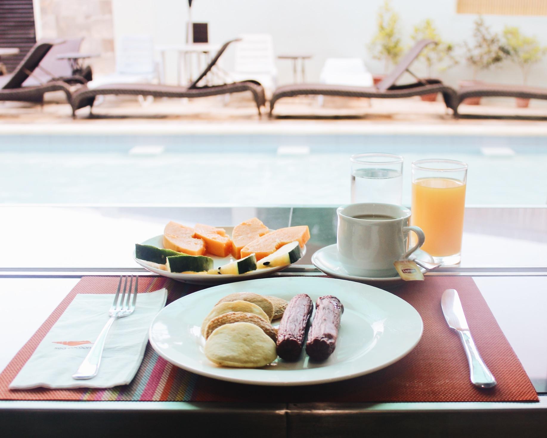 泳池早餐-海茧酒店- El Nido, Palawan -评论- .jpg