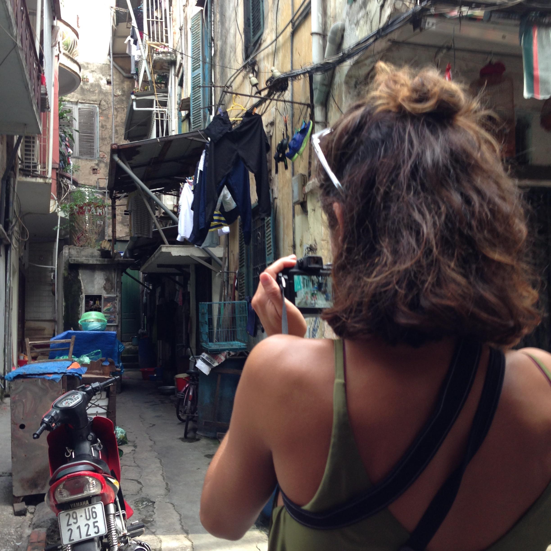 多米尼克在越南河内的一条小巷拍照- illumelation.combeplay3体育官方下载