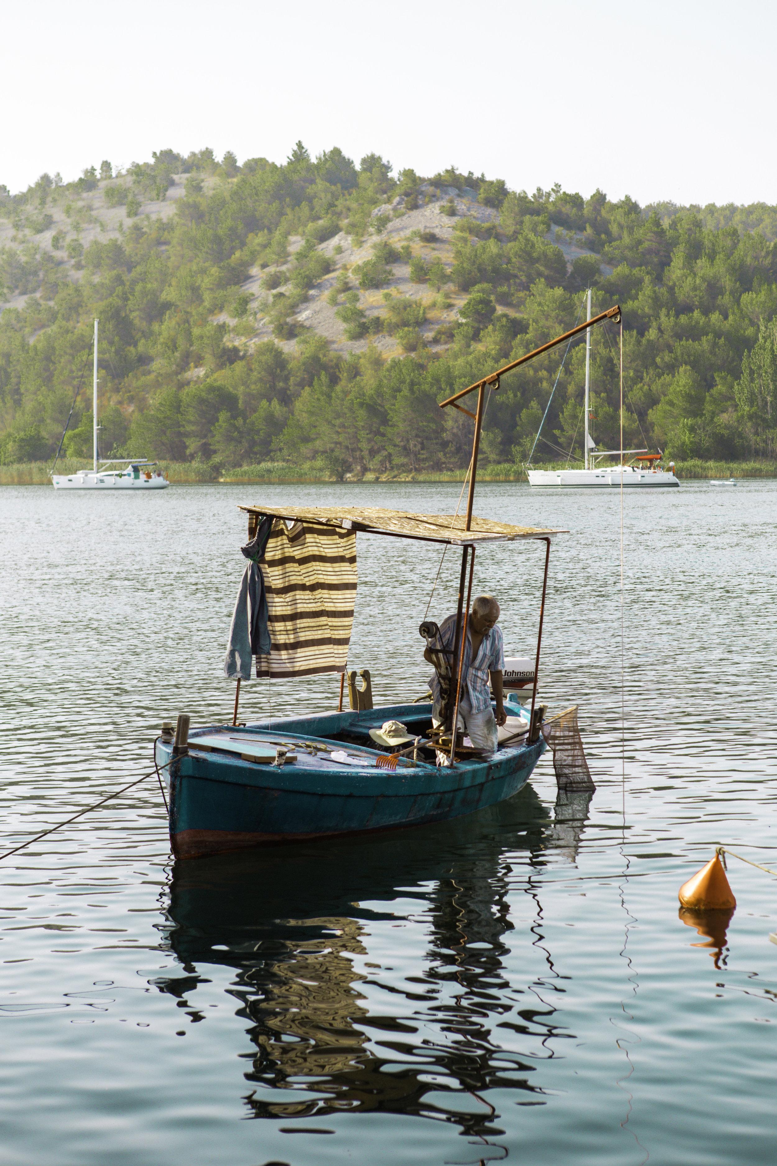 克罗地亚Skradin港口的渔夫- illumel. jpgbeplay3体育官方下载