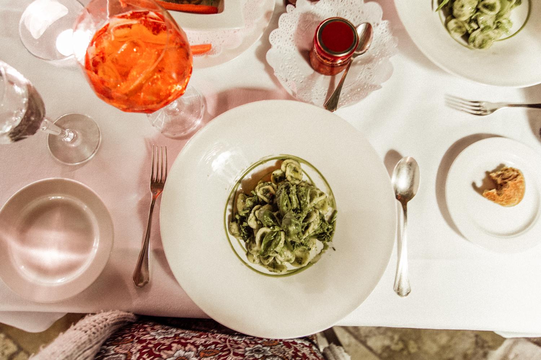 当地的普利亚面食,花椰菜(cima di rapa)。我们做的意大利面!
