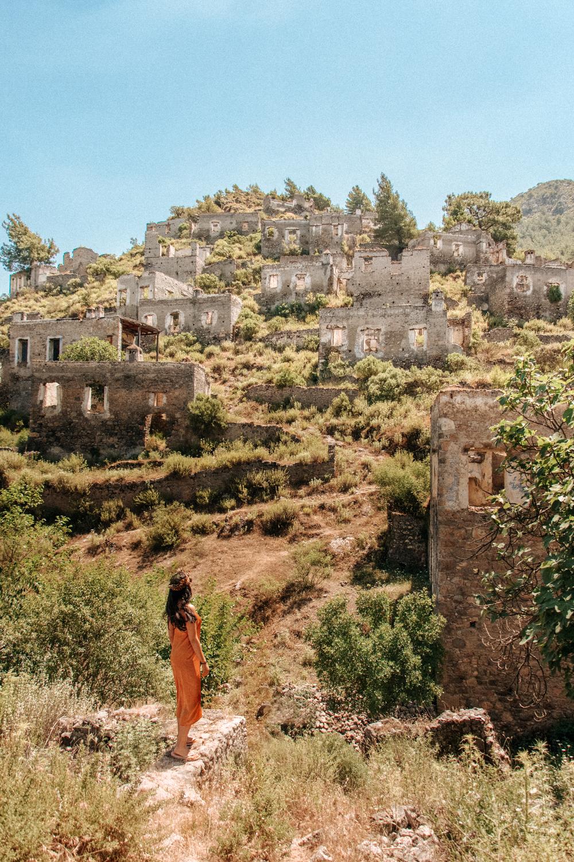 土耳其达拉曼Kayakoy的希腊和土耳其房屋废墟(8个中的7个)