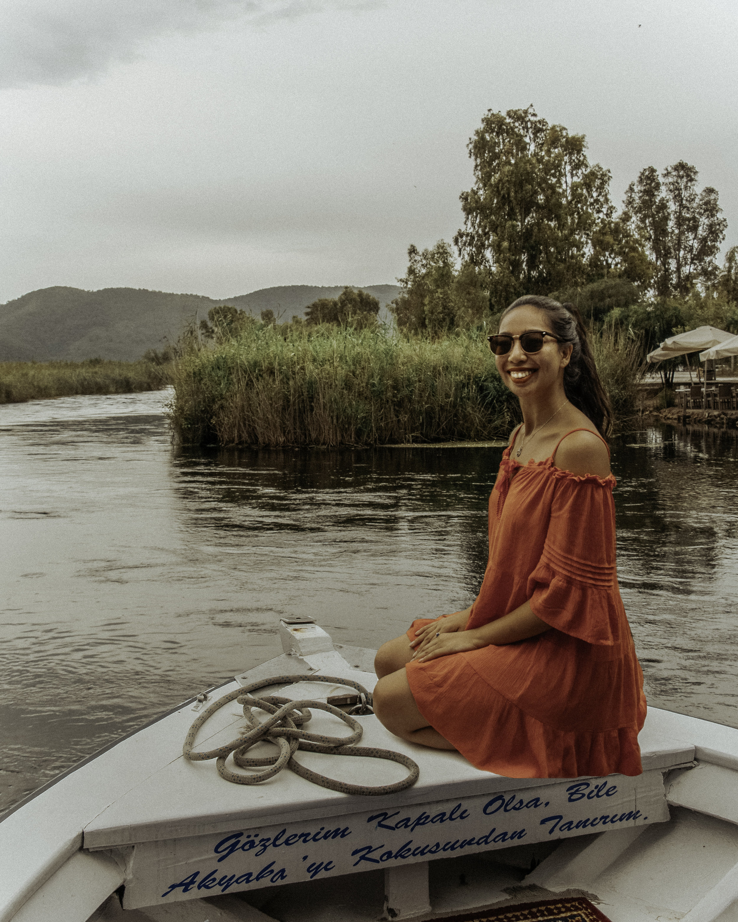 船游轮在阿克萨,达拉曼,土耳其的巡航Azmak河