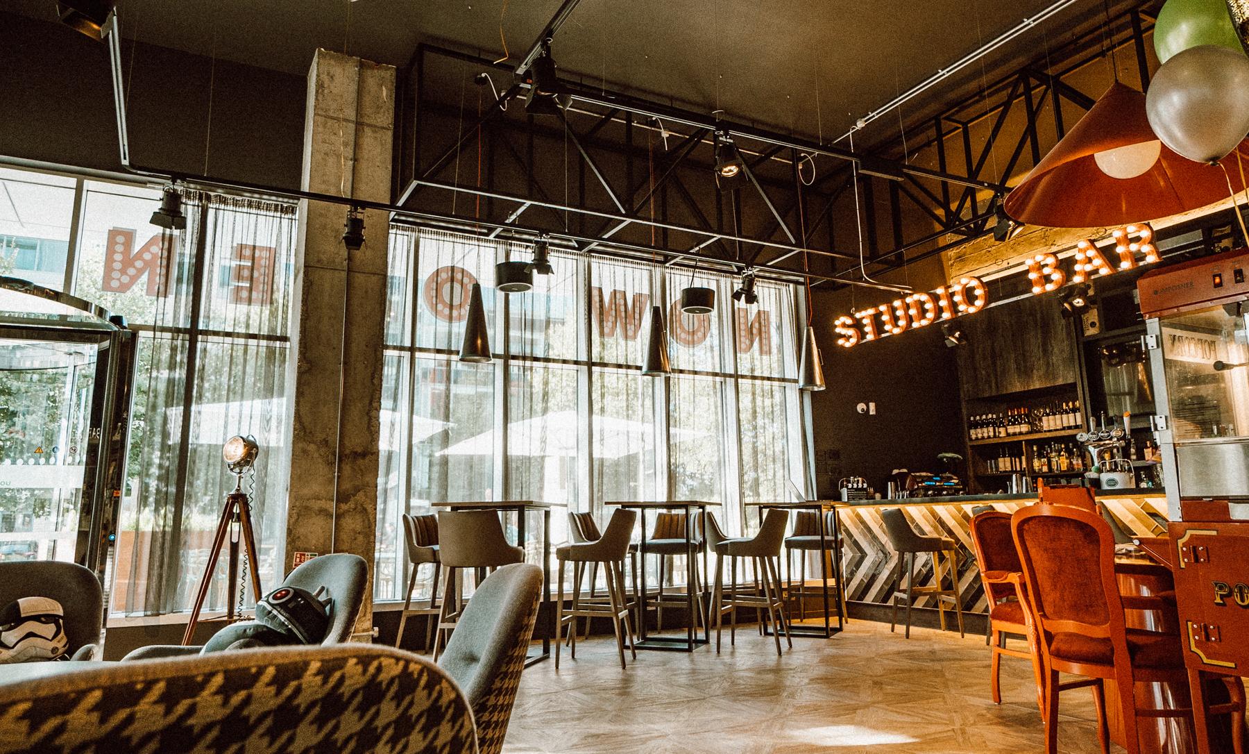 Ibis Styles Ealing Lobby (1 of 2).jpg