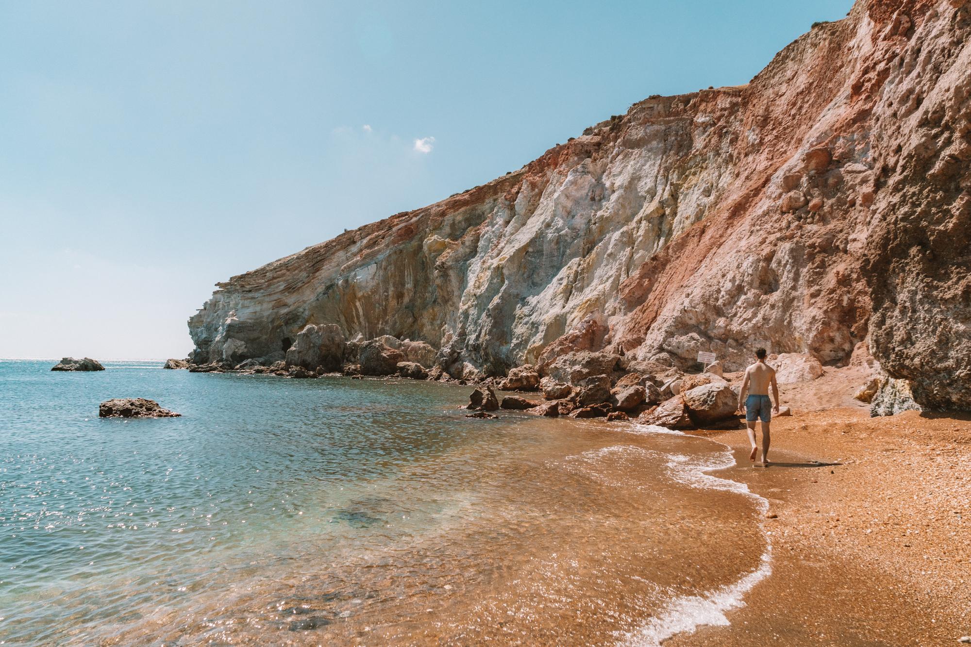 希腊米洛斯的帕利奥科里海滩