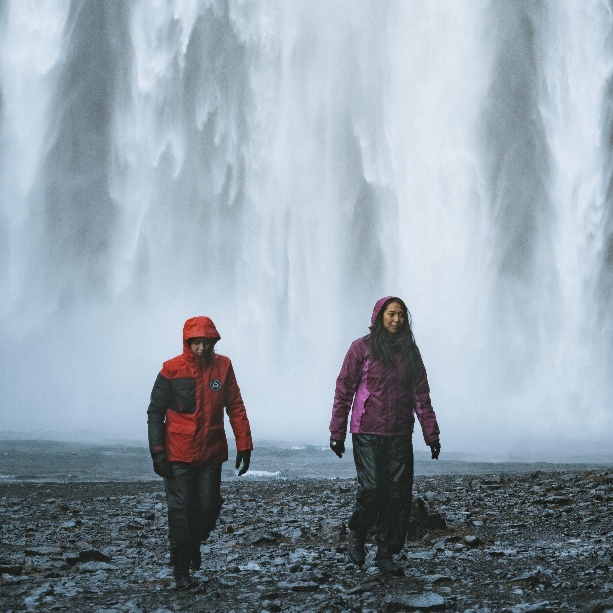 skogafoss-双方 - 反对 - 瀑布-iceland-1.jpg