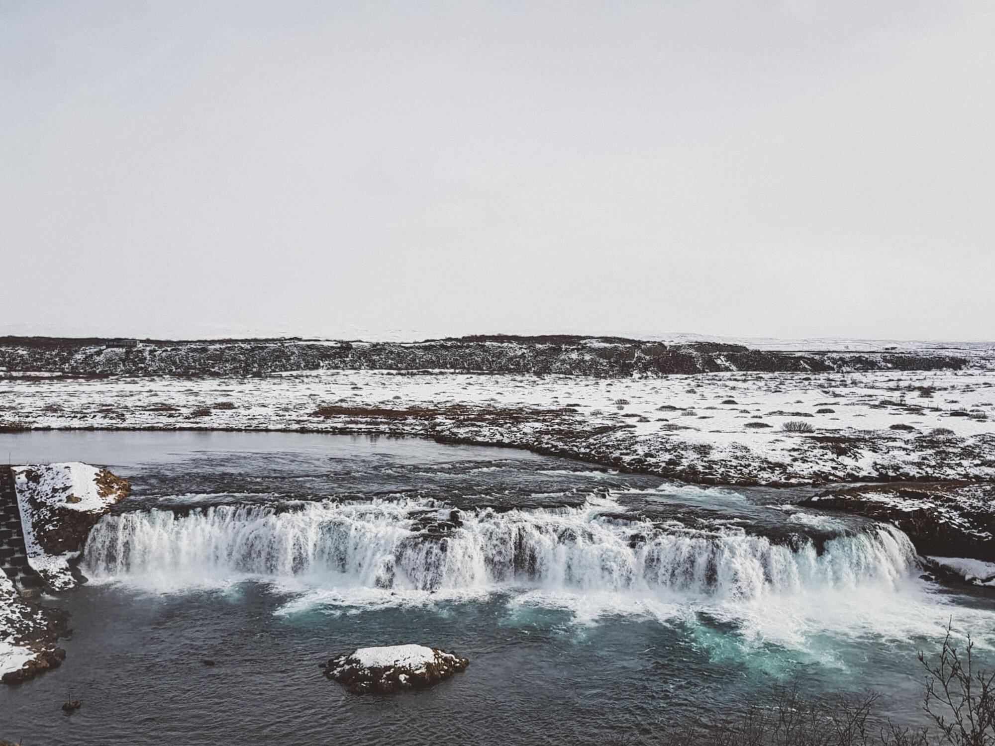 斯诺伊Faxi瀑布在冰岛的金色圈子