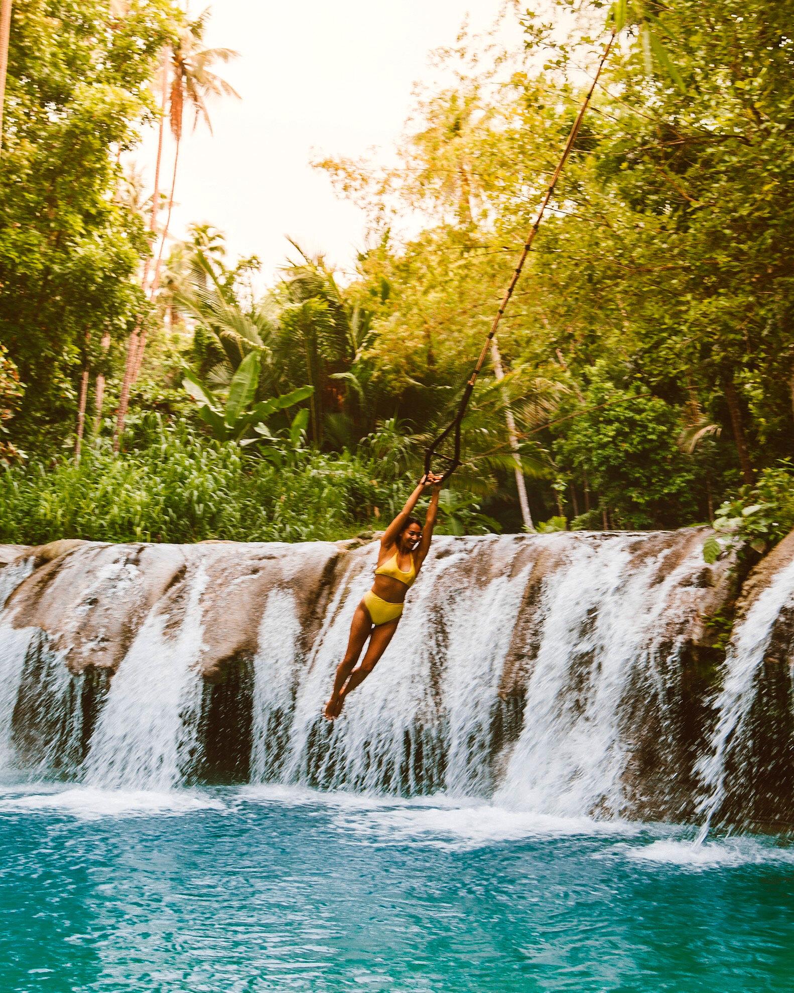 快进2020年!在菲律宾宿务附近的西基约岛的坎布加伊瀑布嬉戏