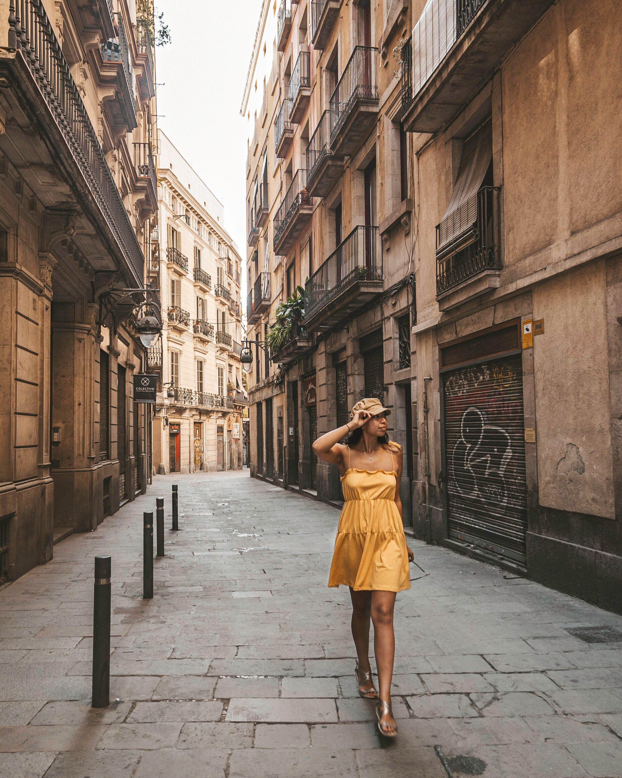 巴塞罗那街头+空+ +和+公寓+ - +黄+裙子+ +蜂蜜+ Legarda + illumelationbeplay3体育官方下载