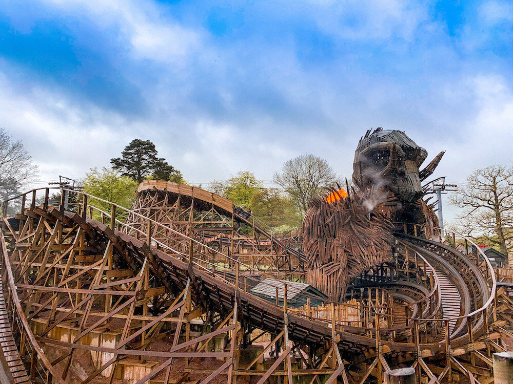 奥尔顿塔的木制过山车维克曼