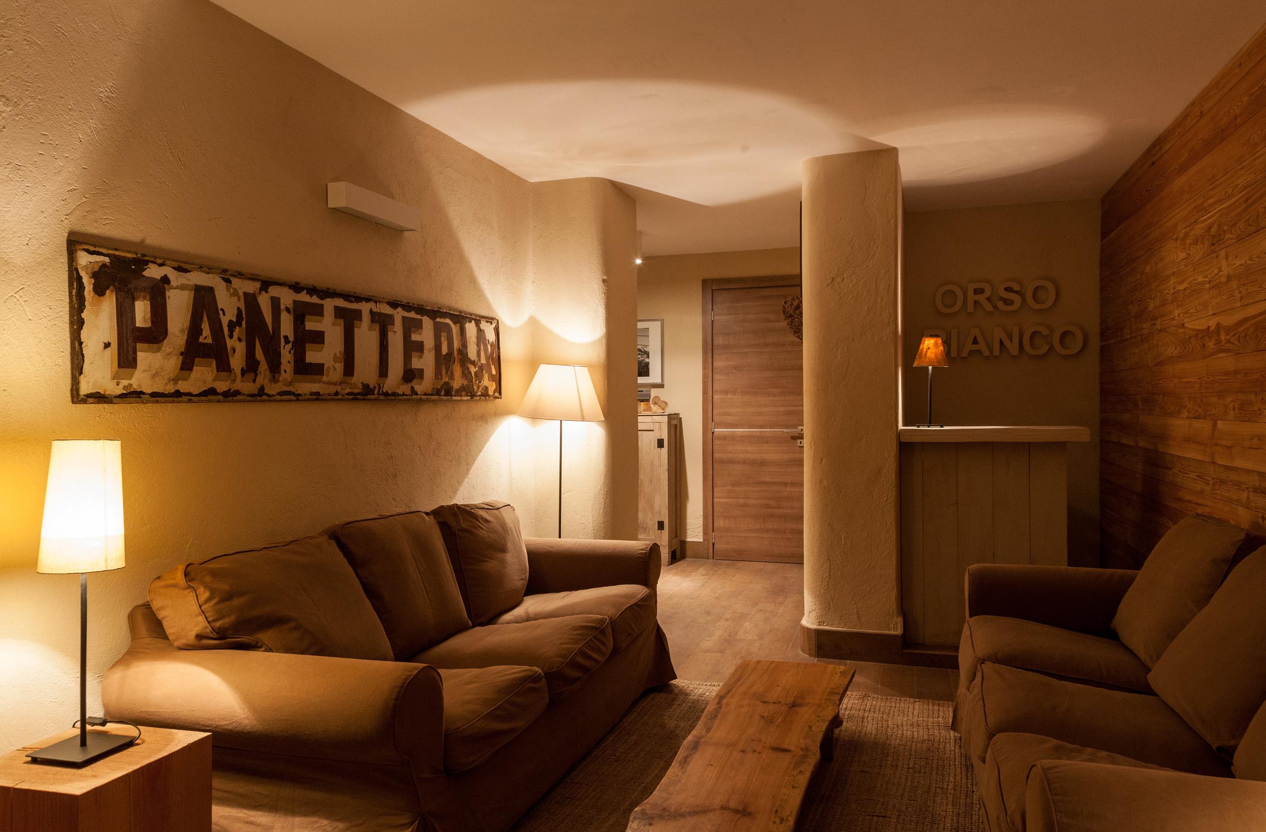 lounge 2 .jpg