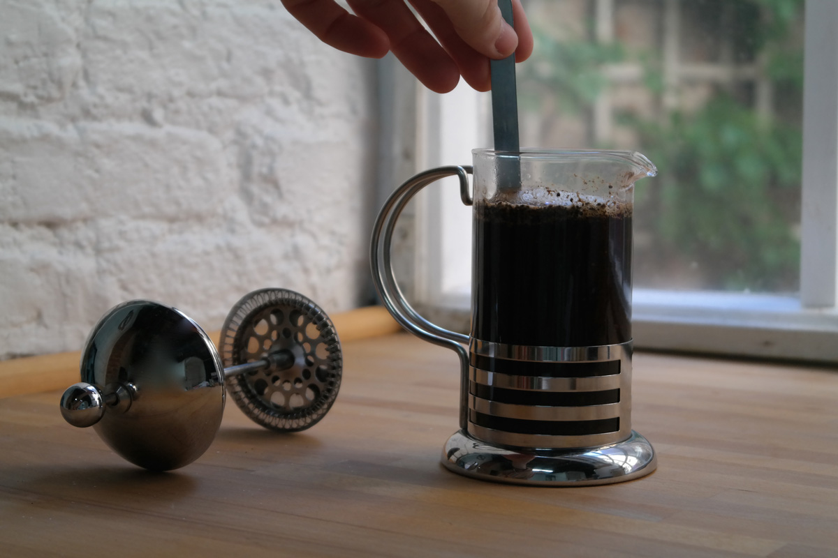 Give the pot a little stir.Let the coffee brew for 3 minutes.