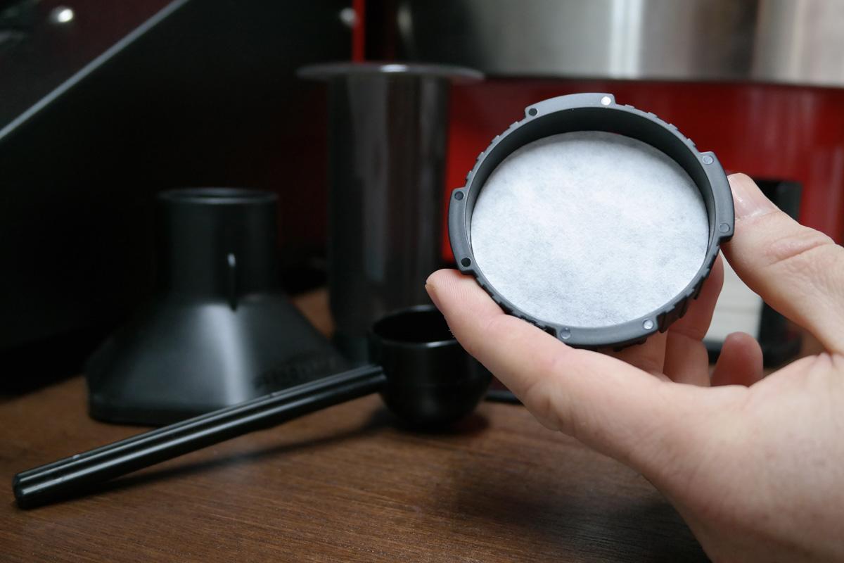 Insert a filter in the filter cap.