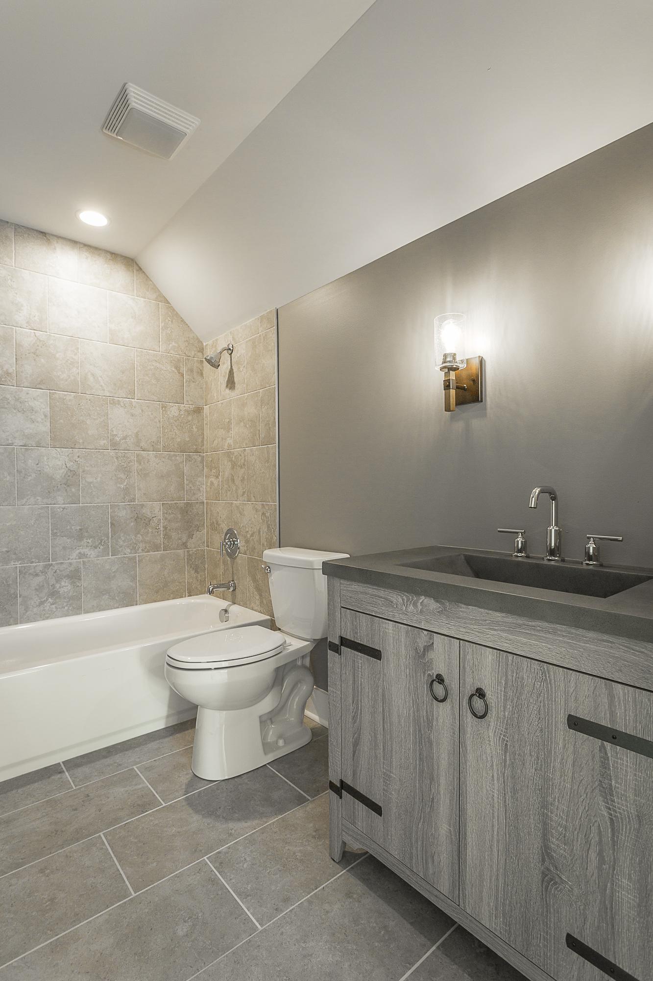 lot 3 selcer bathroom 2.jpg