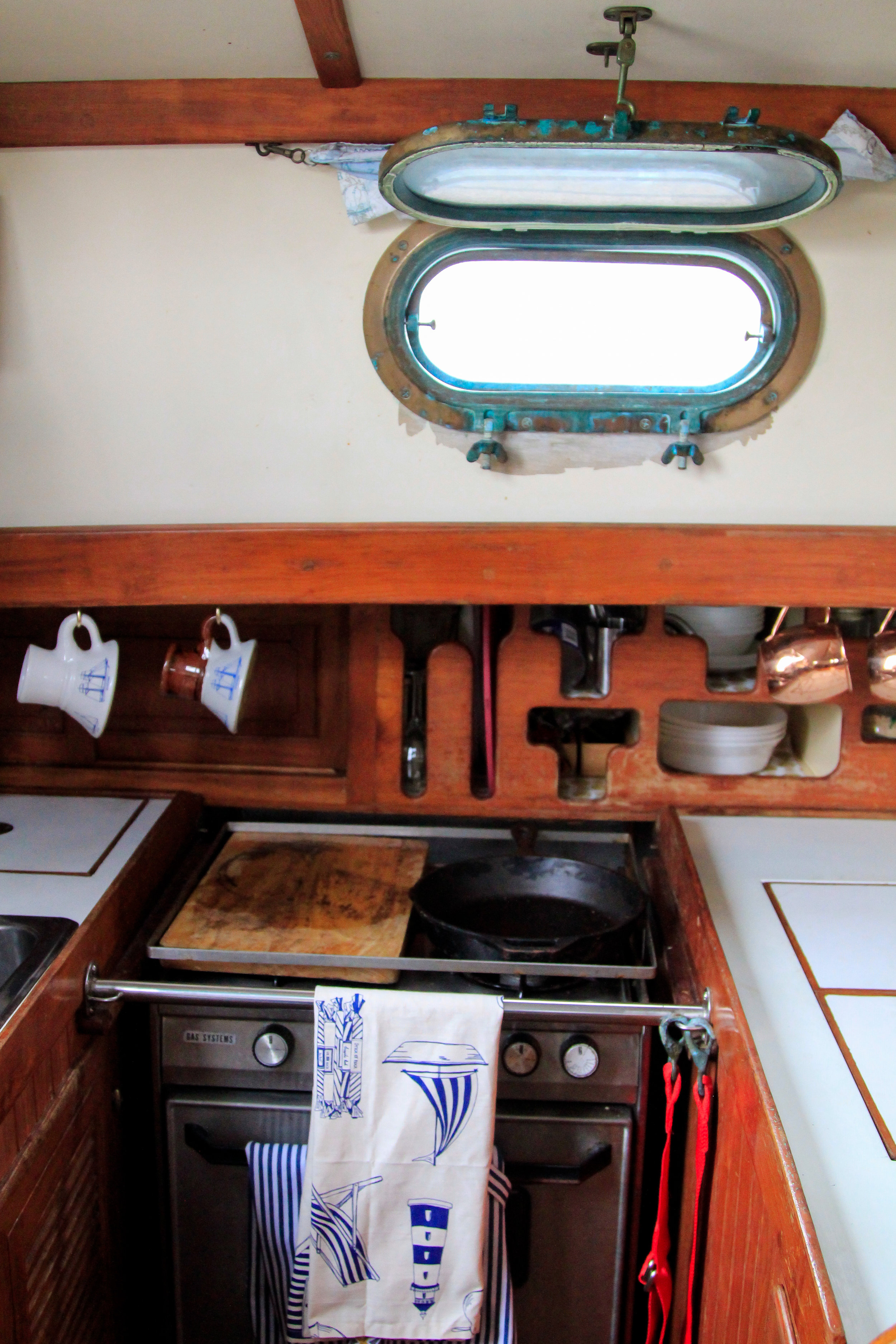 blog post - what it's like to live on a sailboat