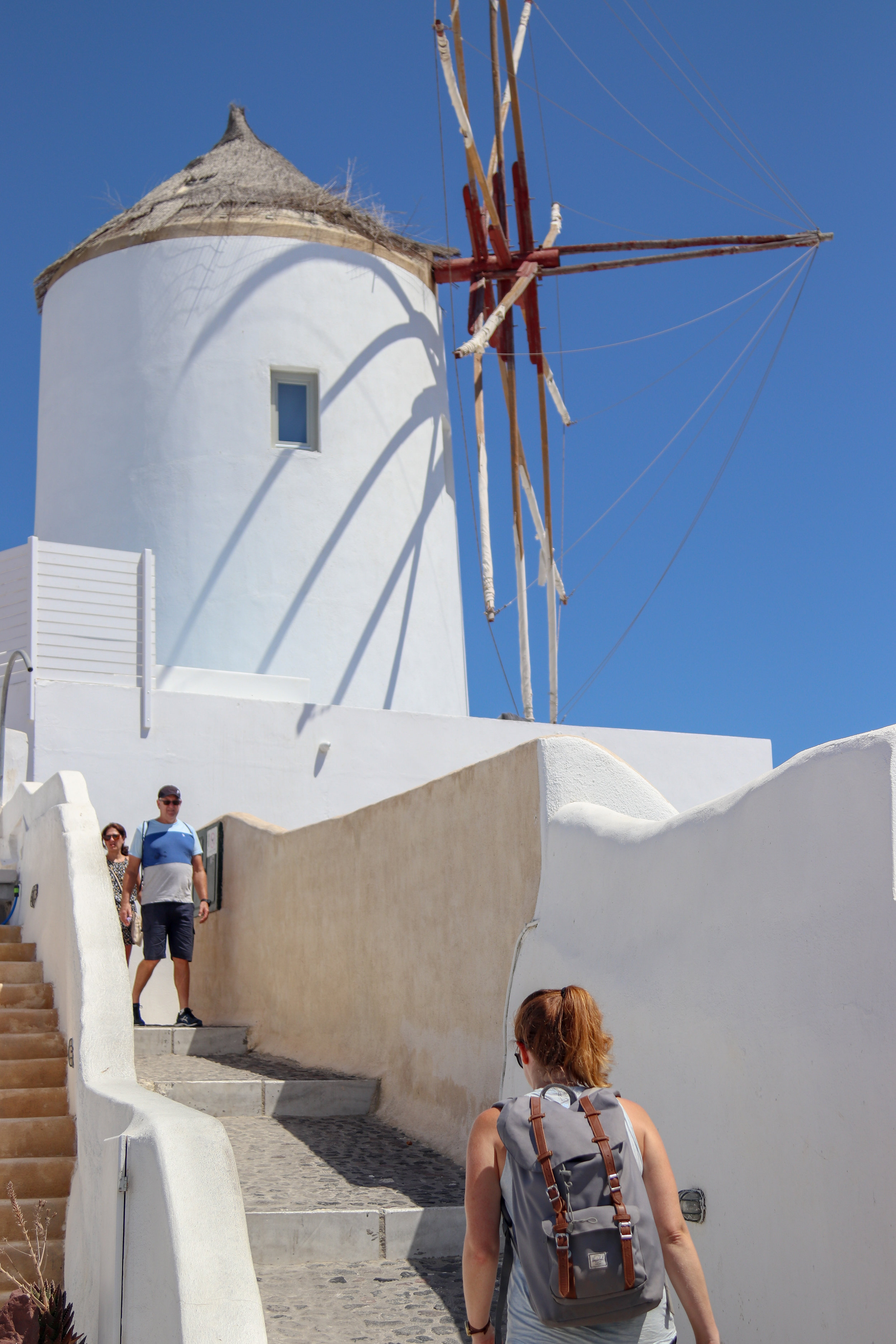 hike from oia to fira in santorini