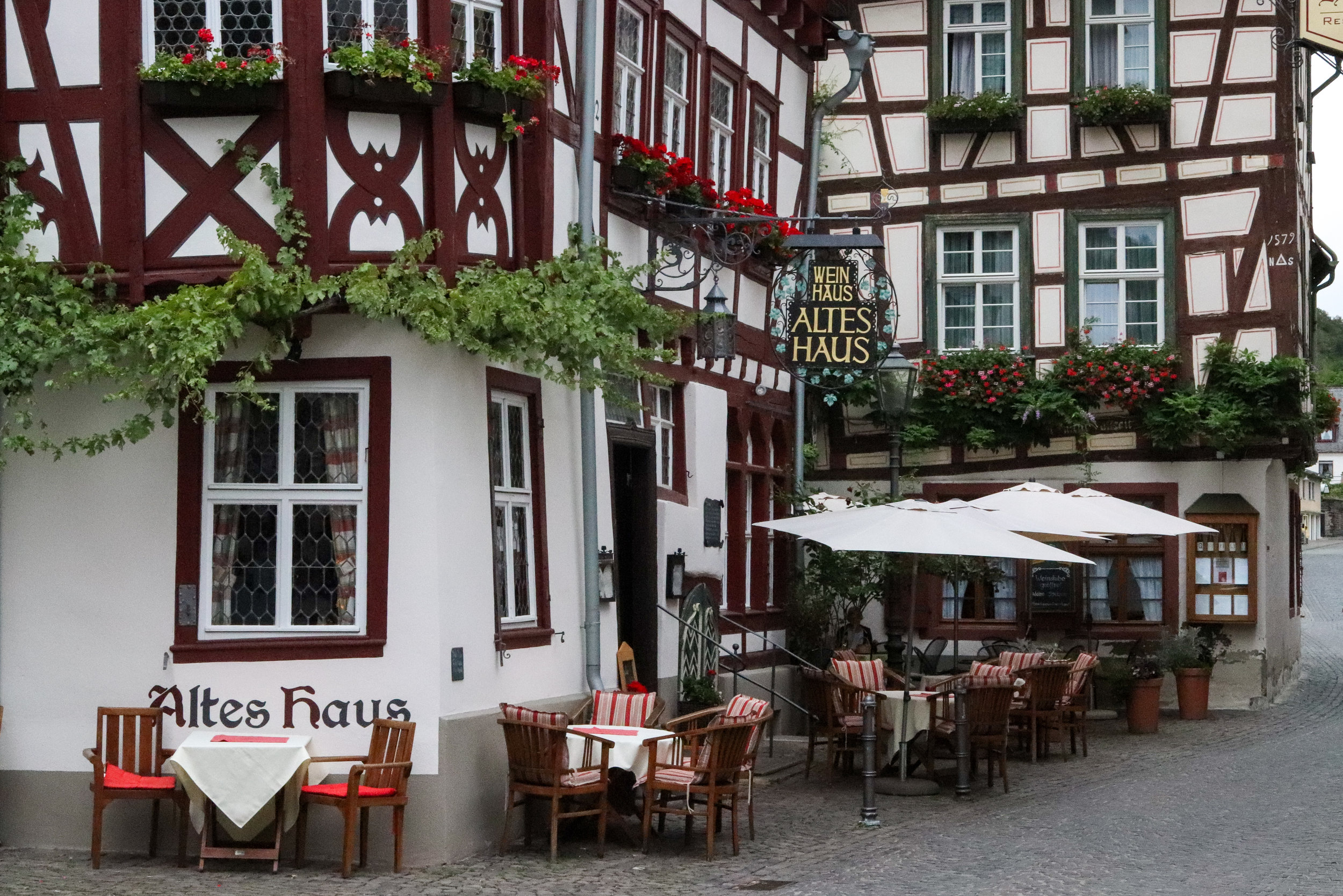 Altes Haus - eat here in Bacharach! Built in the 14th century. Get more information in this guide to Bacharach.
