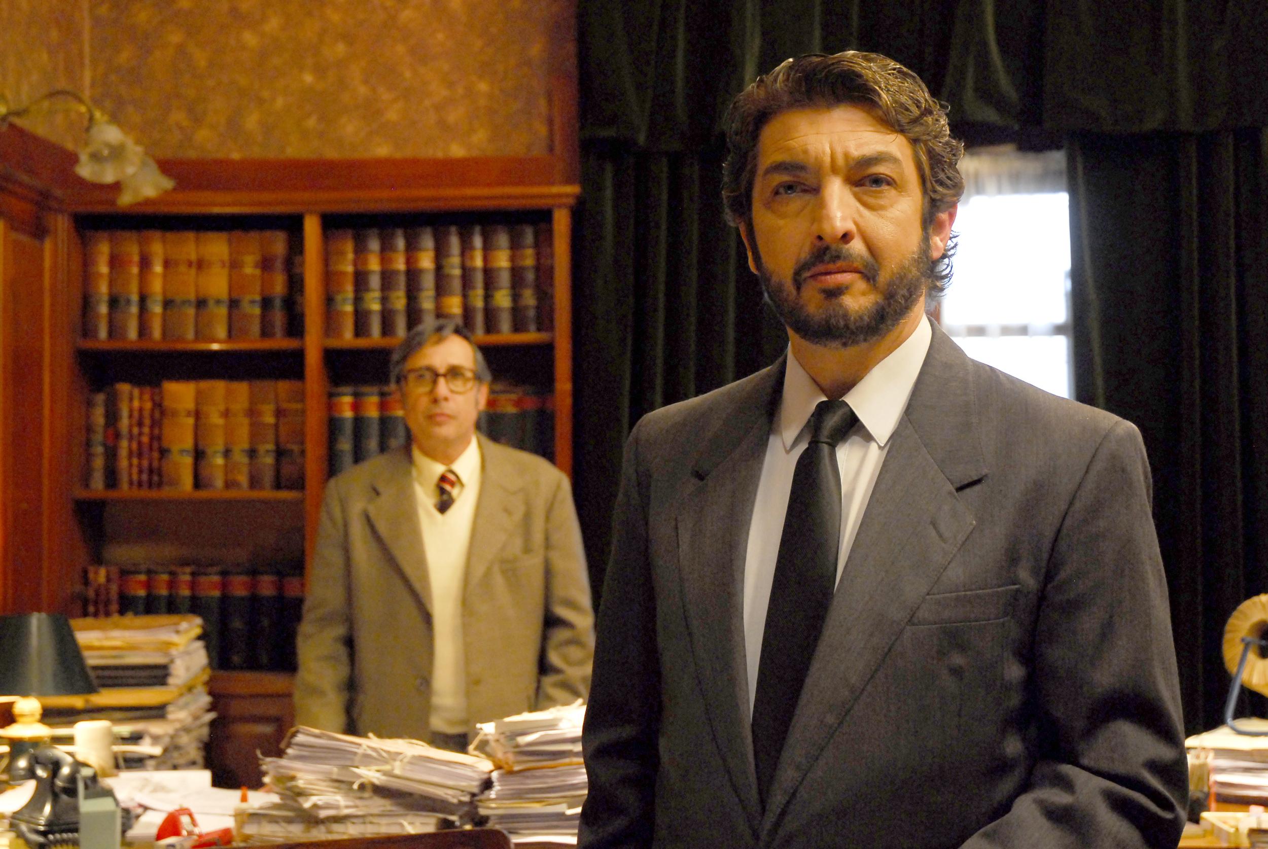 Guillermo Francella  (left) and Ricardo Darín (right) in   El secreto de sus ojos