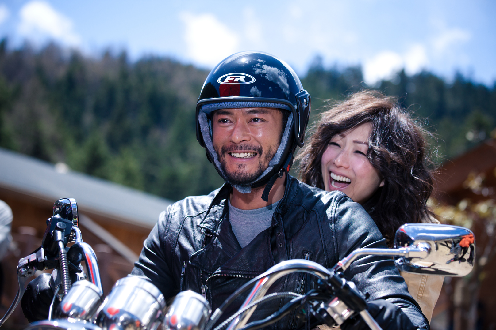 Michael Lau (Louis Koo) and Sue (Sammi Cheng) in  Romancing in Thin Air