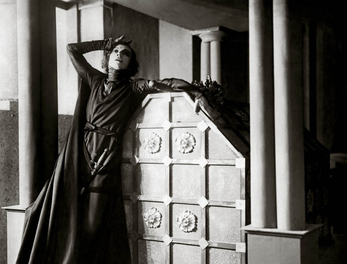 Nielsen as a cross-dressing Hamlet