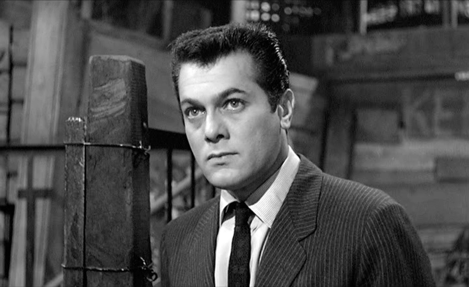 Tony Curtis as the ever-hustling Sidney Falco