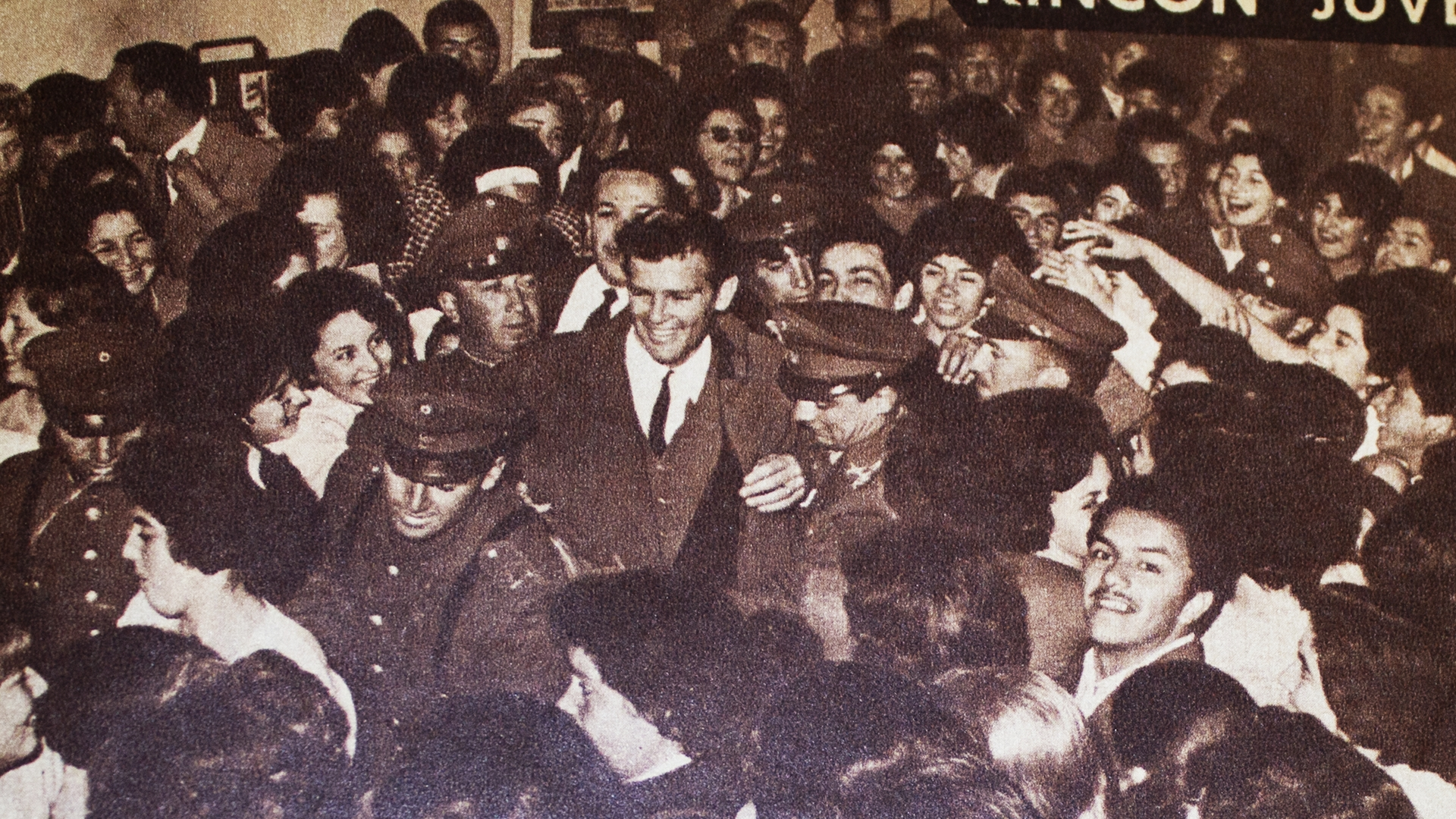 Adoring fans engulf Dean Reed in Chile.
